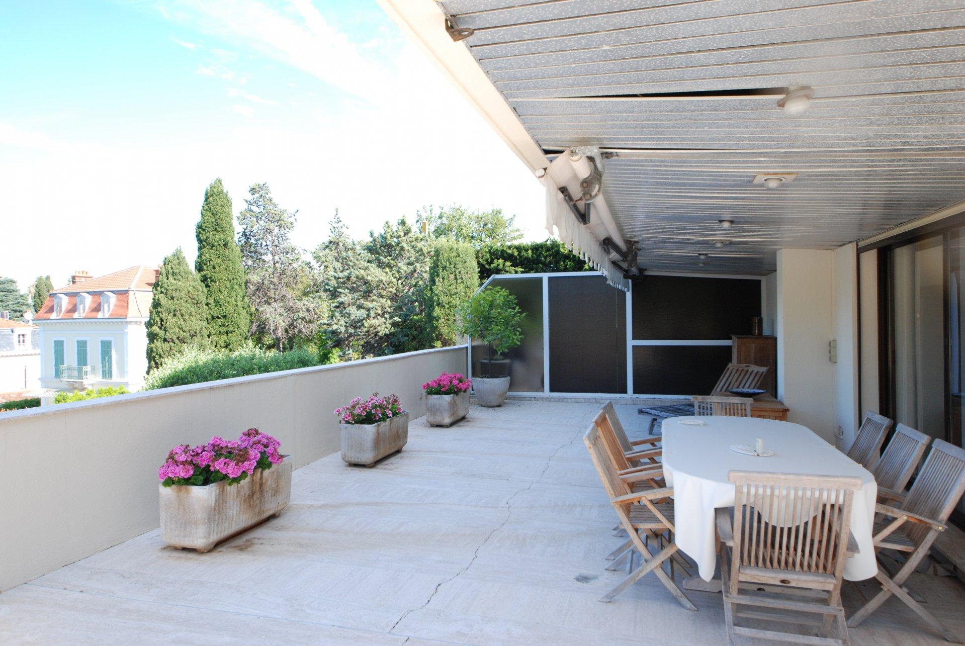 Congress rental Cannes 2 bedroom terrace, swimming pool