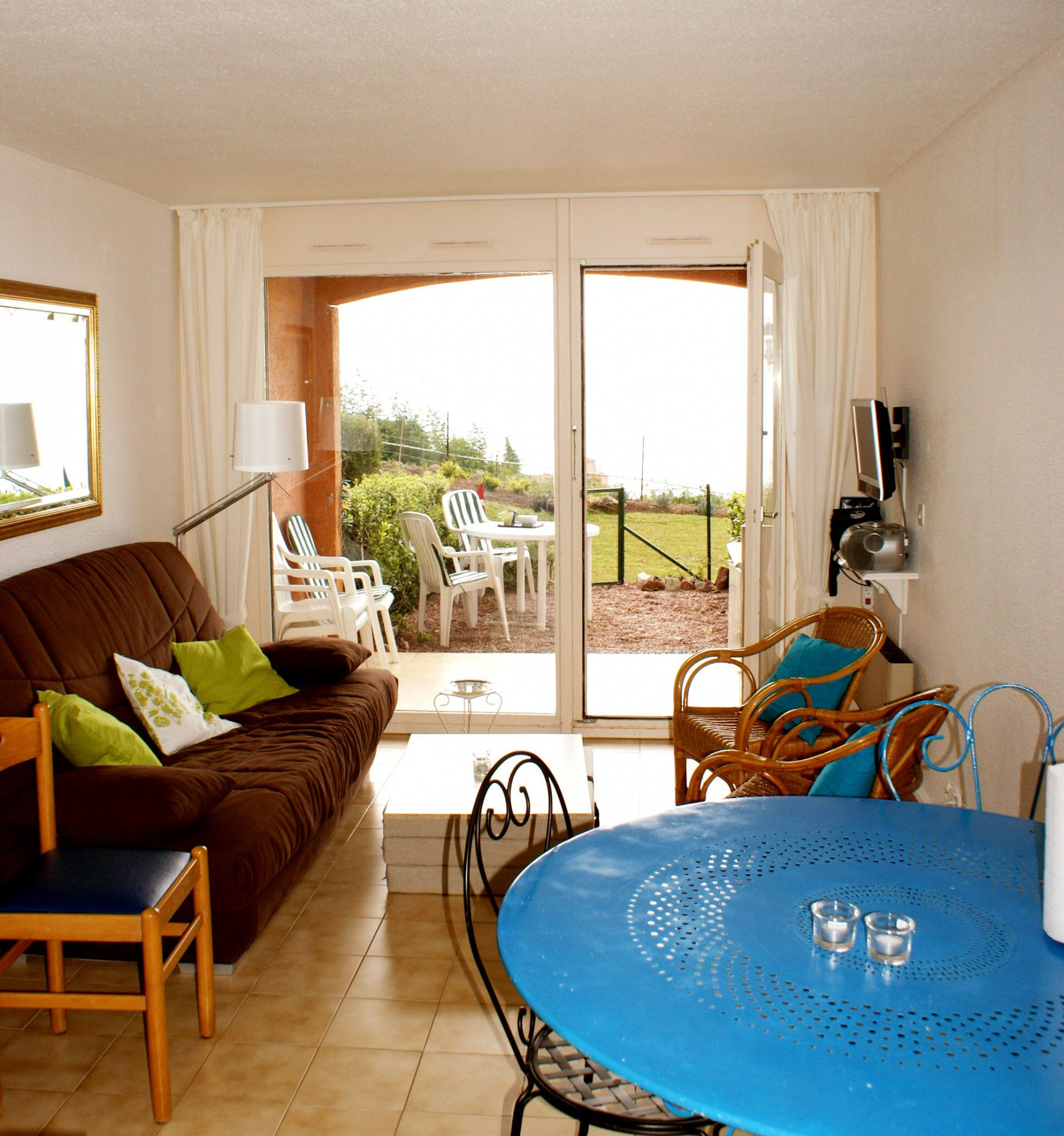 living room,  bed room (4 persons) kitchenette terrasse astonishing sea view * TT 132 *