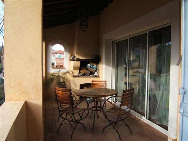 Villa traditionnelle, excellent état, type 5, 4 chambres, jardin