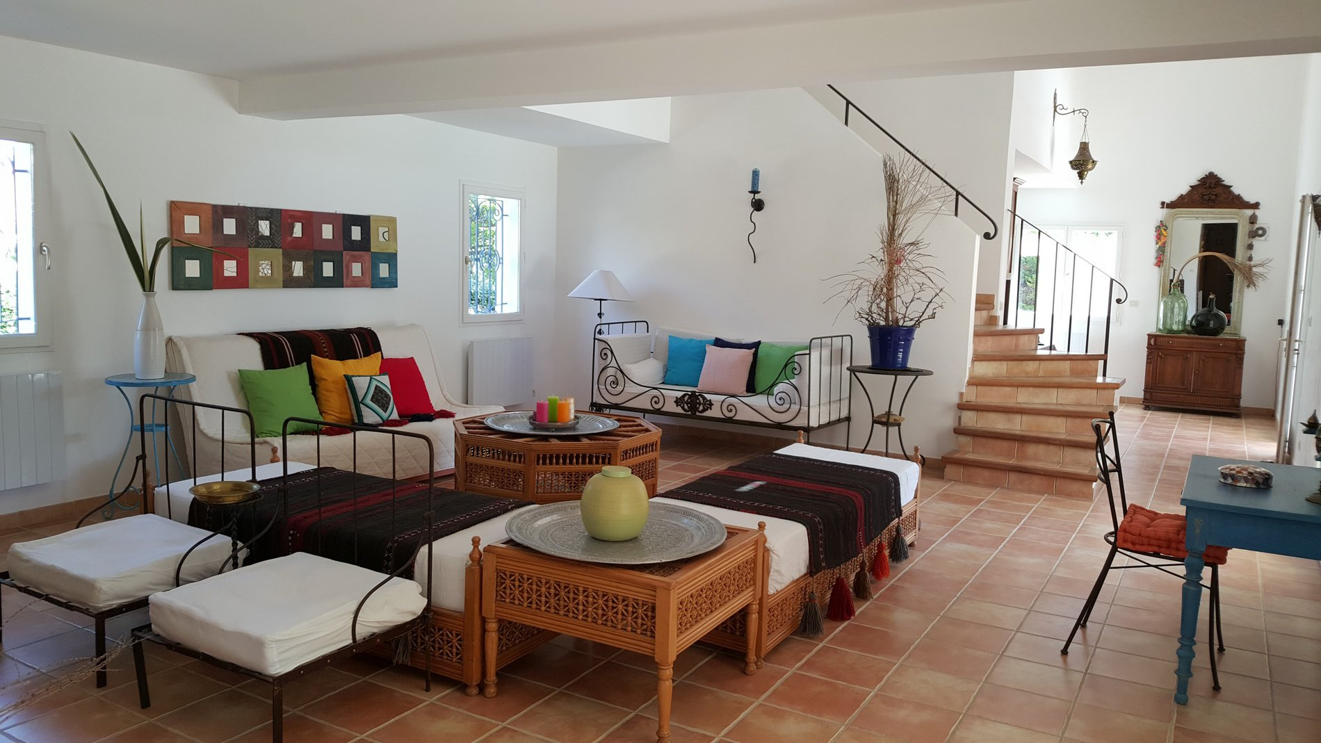 Magnifik villa med stor pool och privilegierat läge i byn.