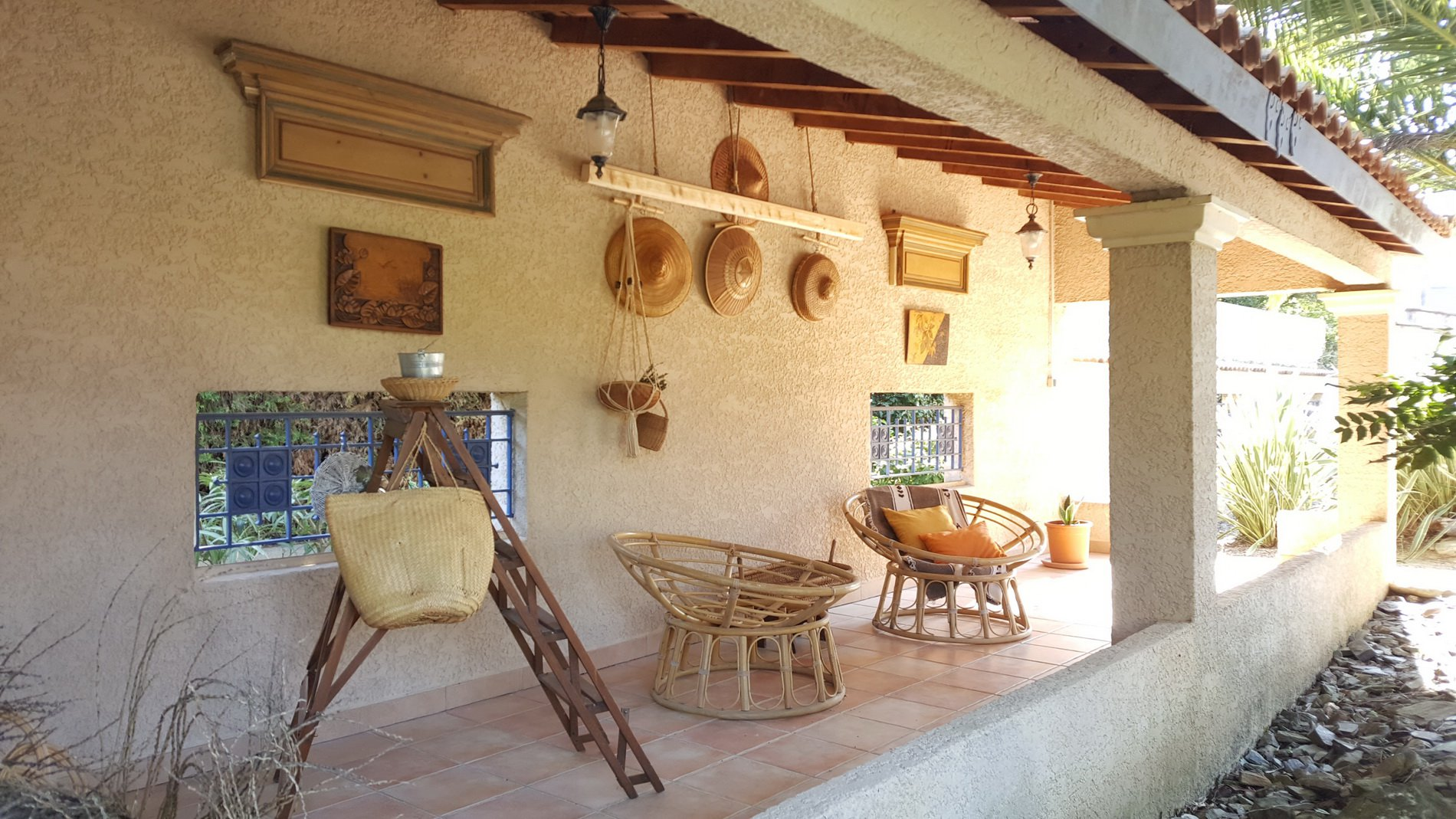 Magnificent villa with swiming pool and a privileged location in the village