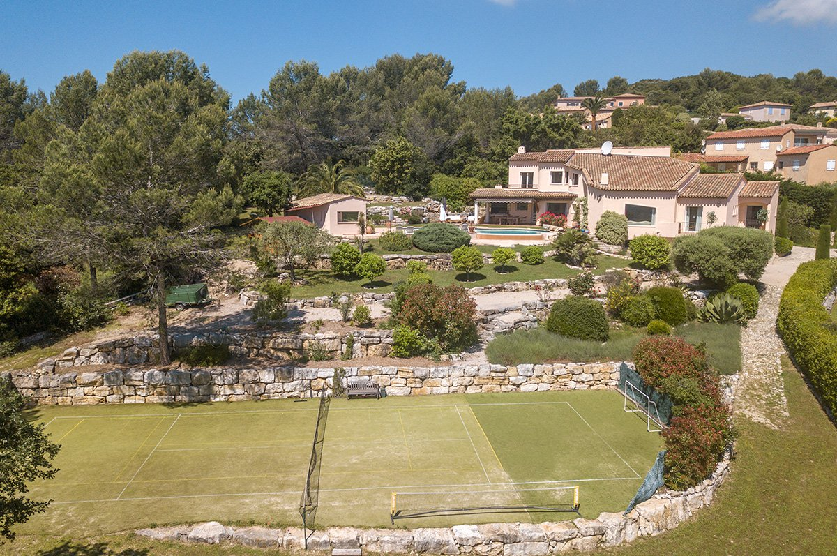 Spacious 6 bed / 6 bathroomed villa with sea view - for sale Valbonne