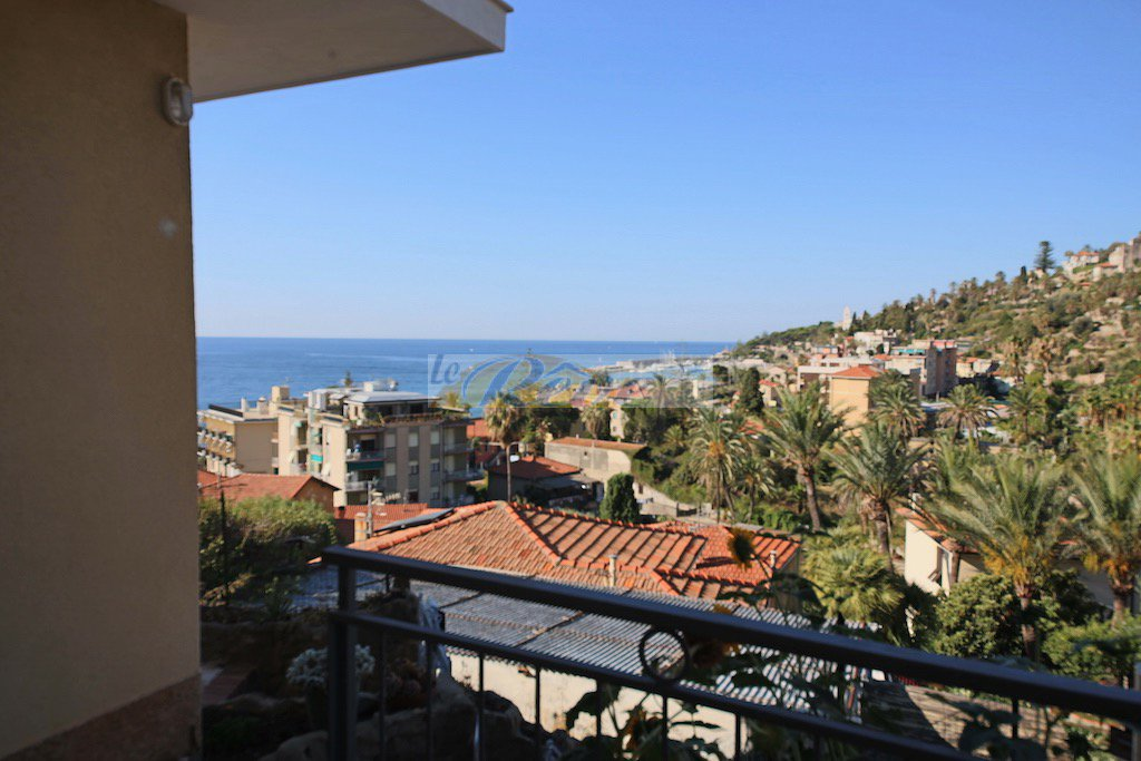 REF IV918 Two-roomed apartment for sale in Bordighera-Arziglia with sea view.