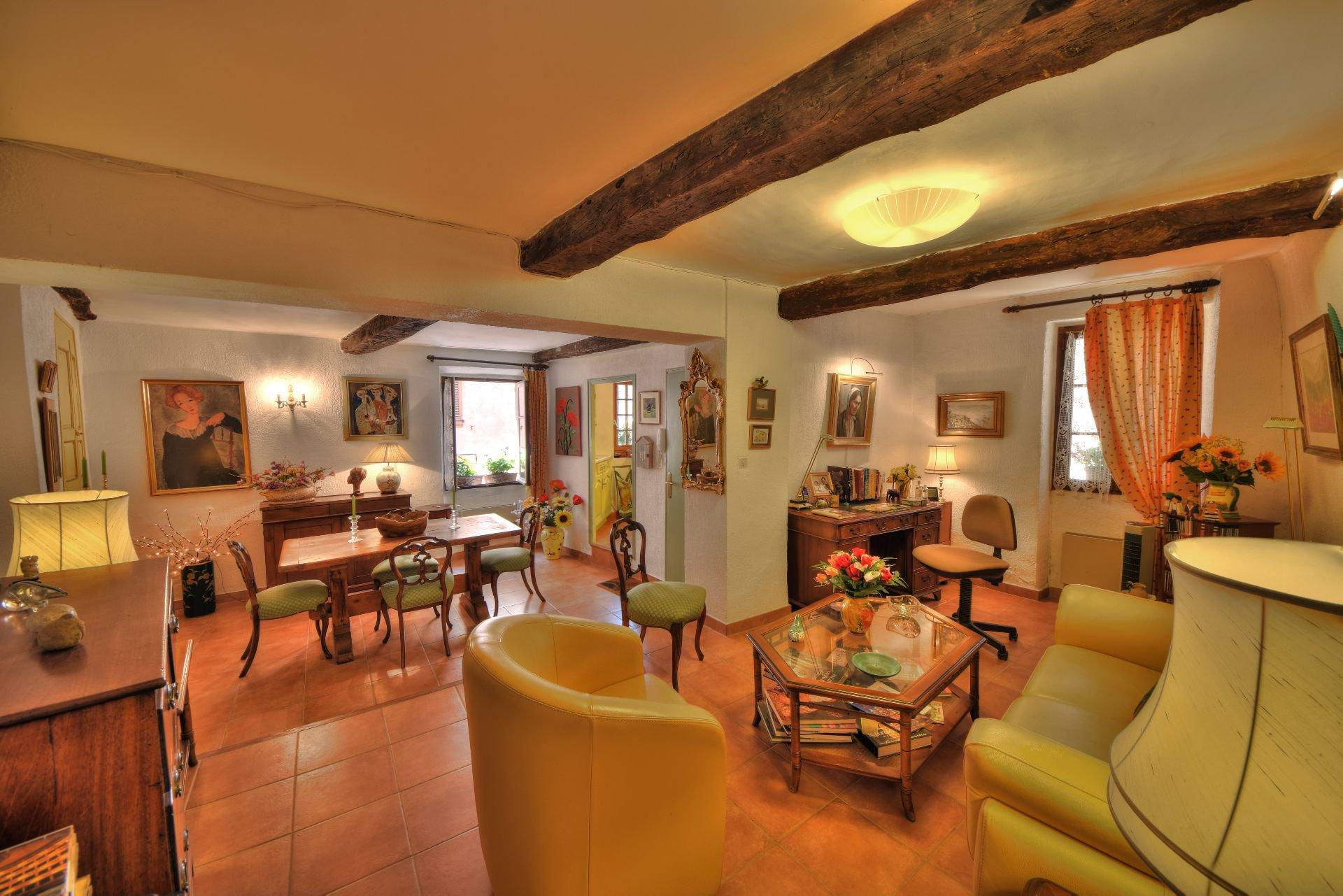 Salon de la Maison de village rénovée avec garage et remise Aups, Var, Provence, Verdon