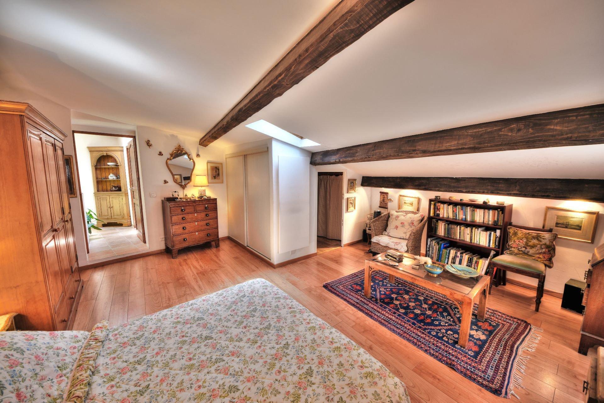 Grande chambre du 1er étage de la Maison de village rénovée avec garage et remise Aups, Var, Provence, Verdon