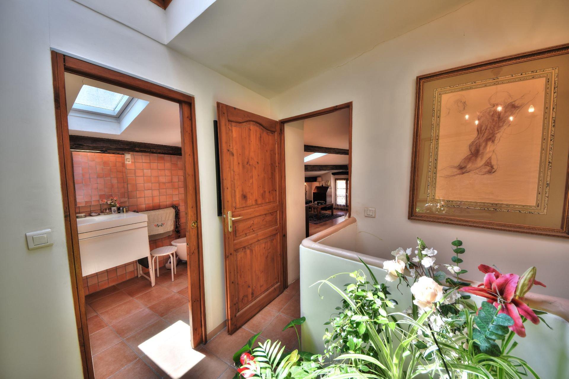 Palier du 1er étage de la Maison de village rénovée avec garage et remise Aups, Var, Provence, Verdon