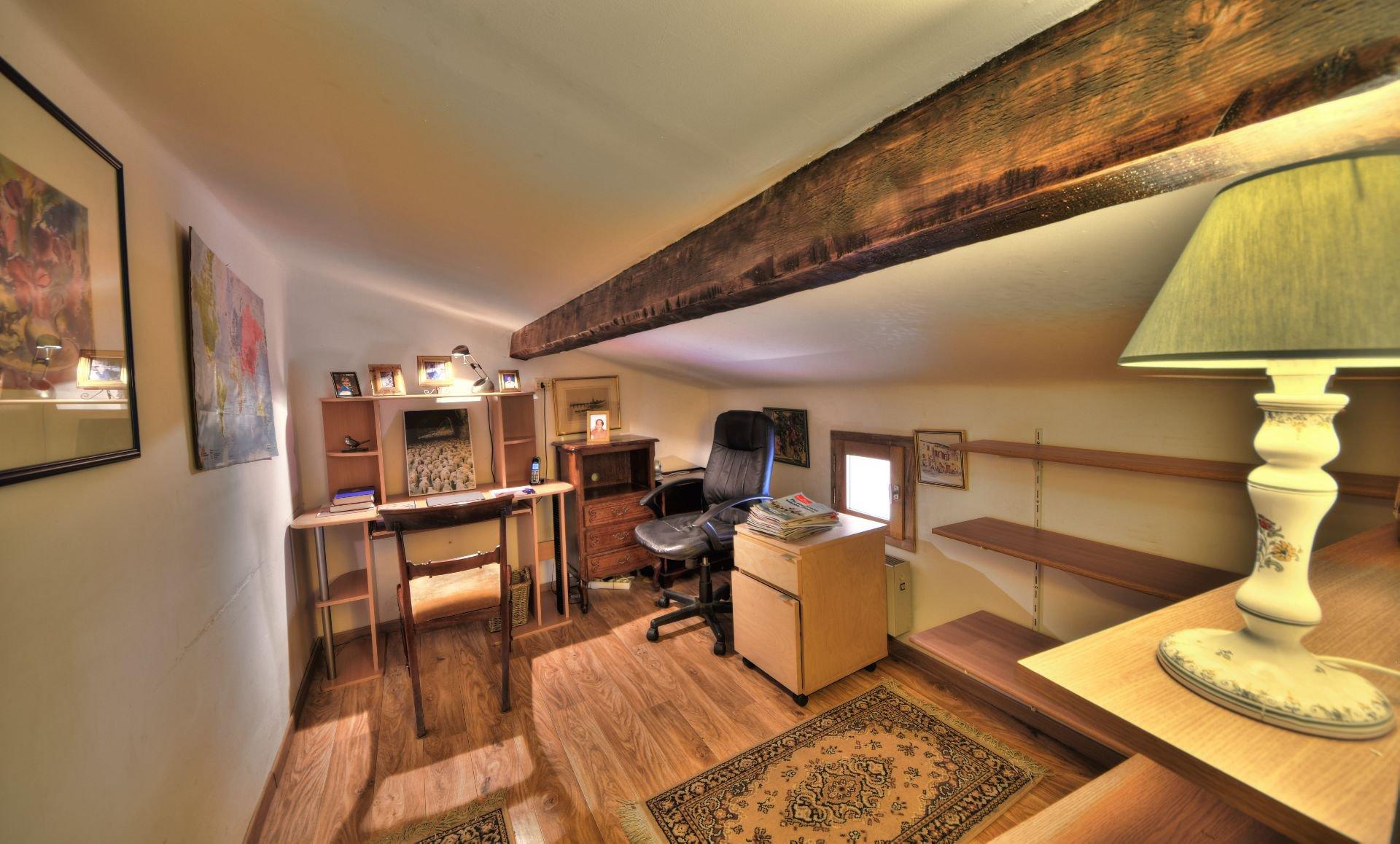 Petit bureau du 1er étage de la Maison de village rénovée avec garage et remise Aups, Var, Provence, Verdon