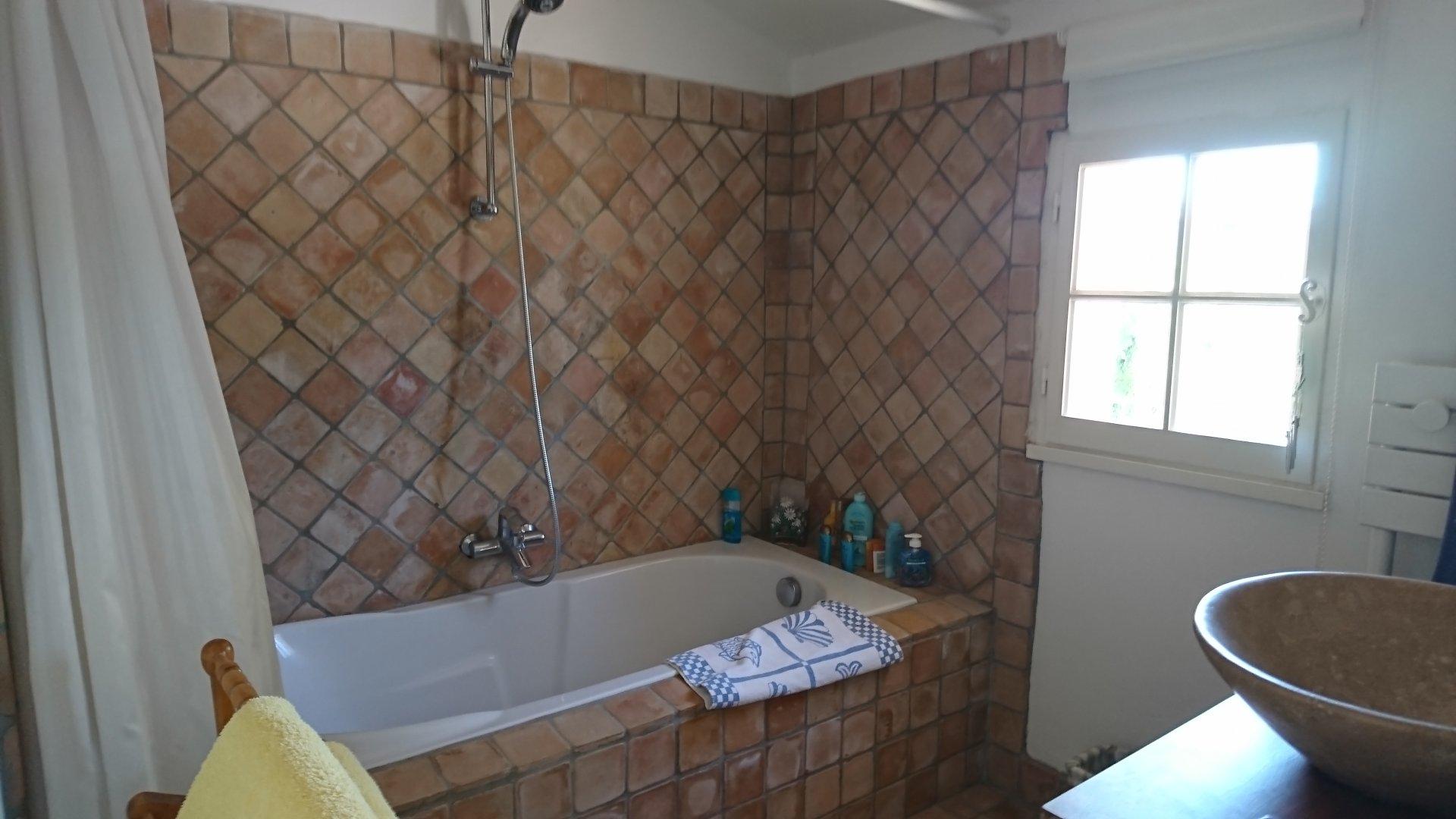 VILLECROZE, maison de charme de 174 m² située sur 3687 m² avec piscine