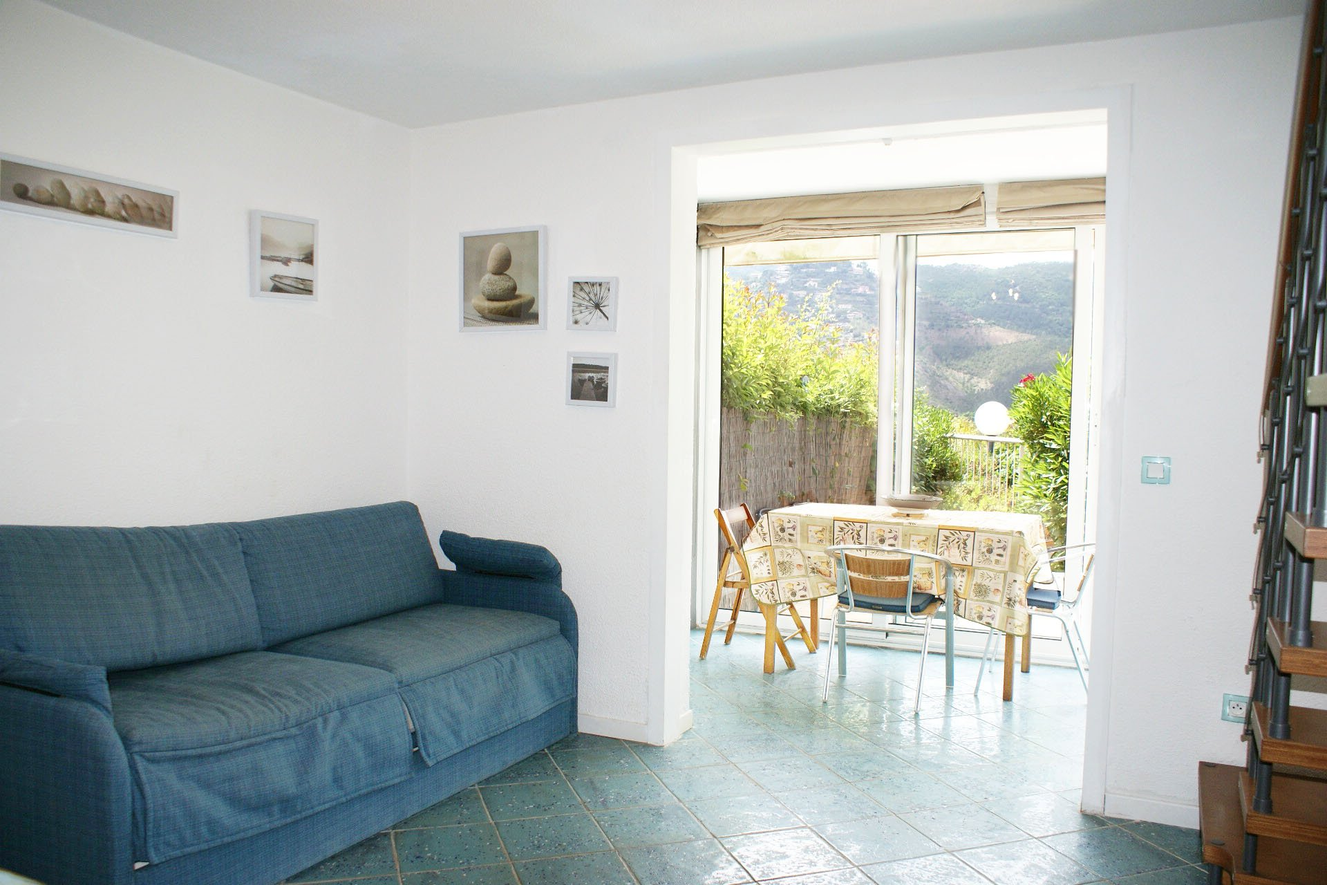 2 bedrooms semi-detached house with beautiful sea view and garage