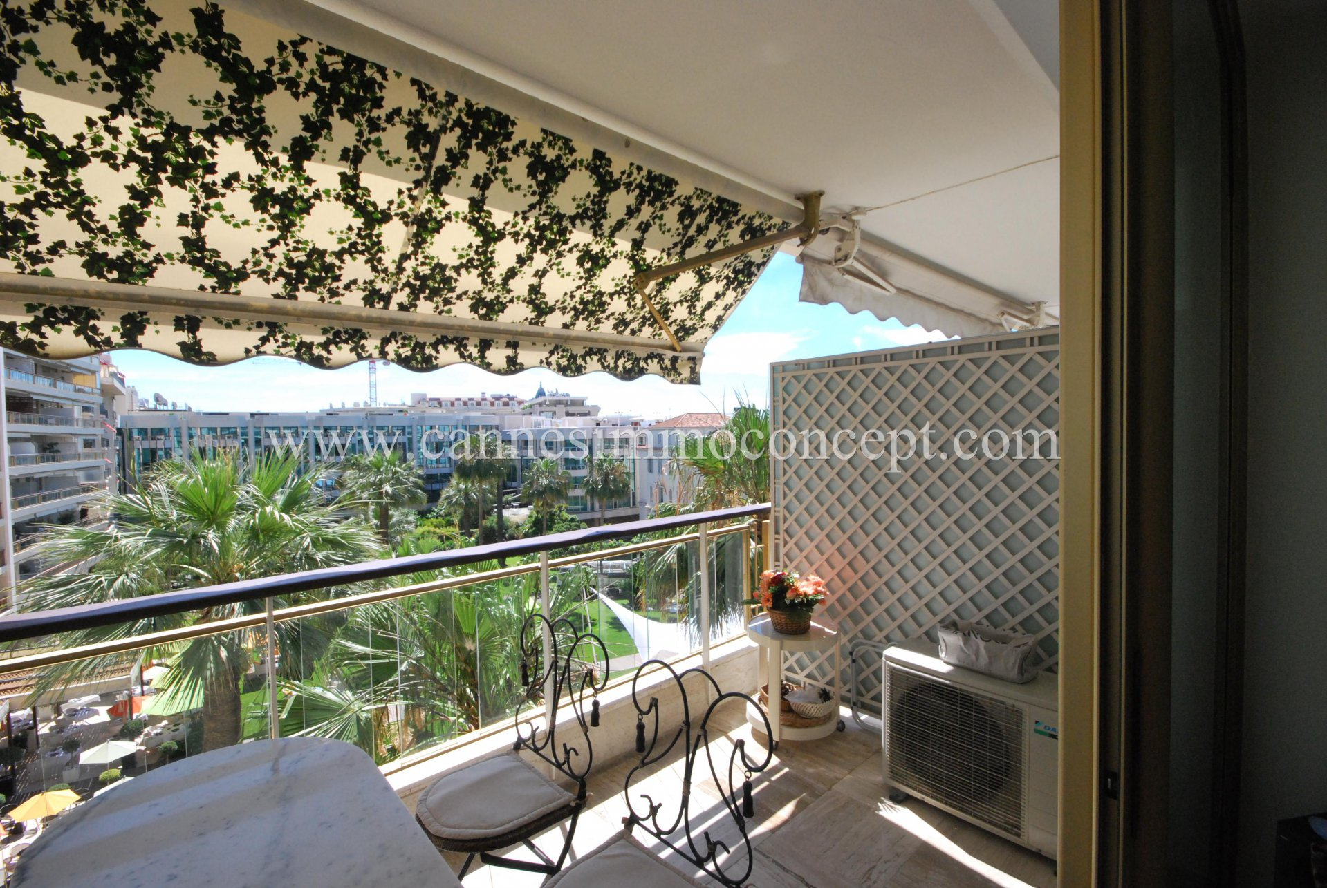 Grand hôtel, studio avec terrasse.