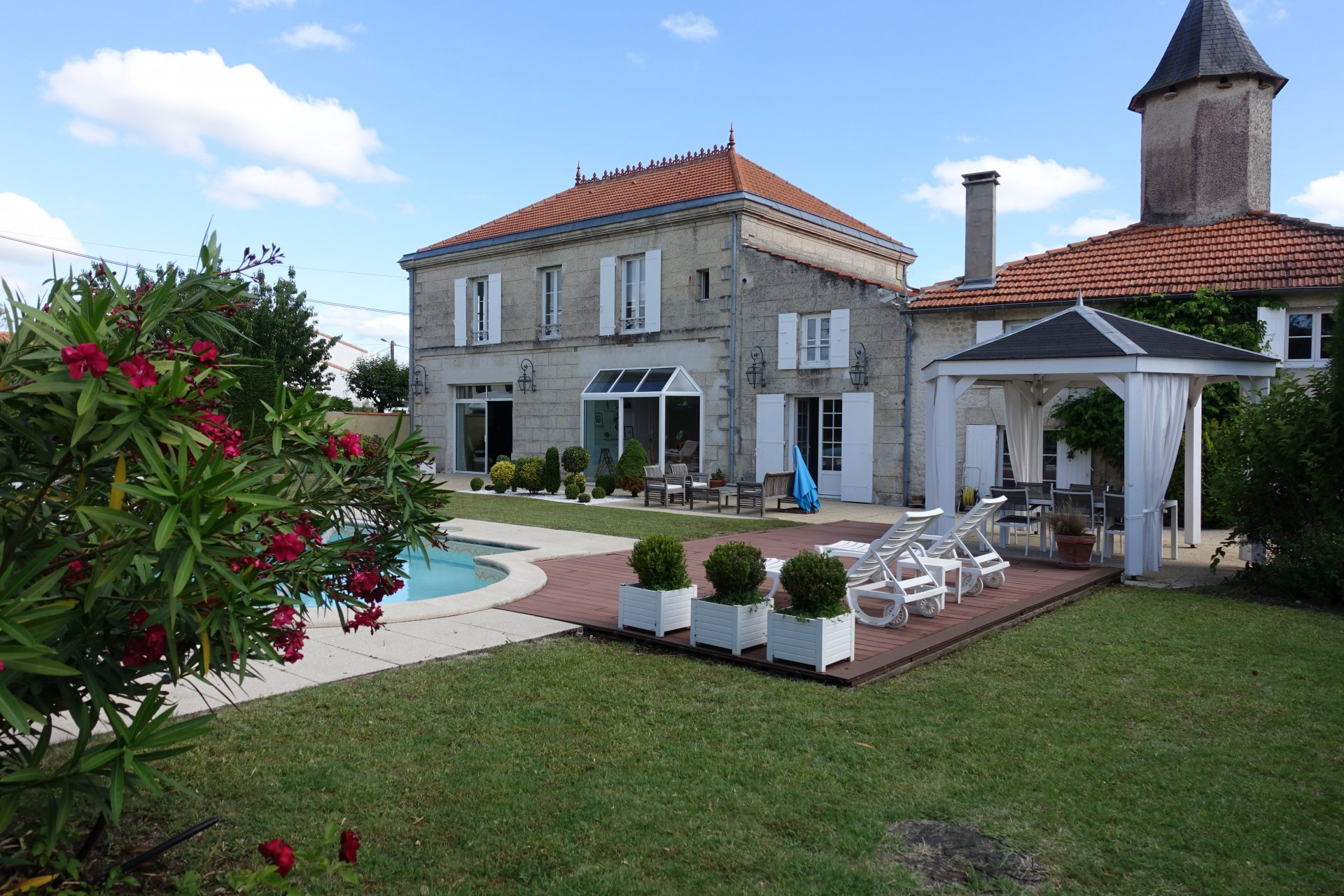 Sale House - Saintes
