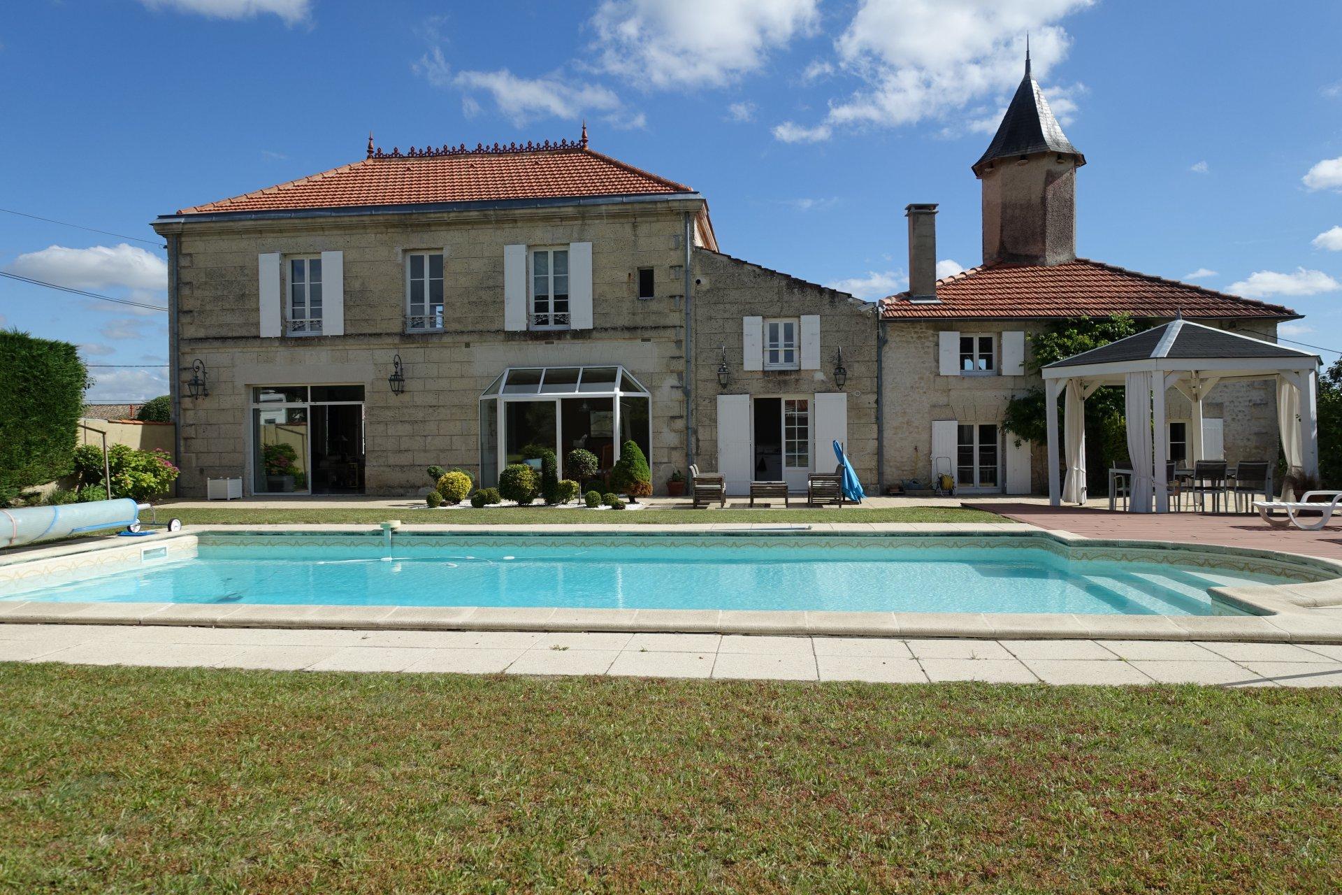 Belle PROPRIÉTÉ - SAINTES Centre Ville Rive Gauche