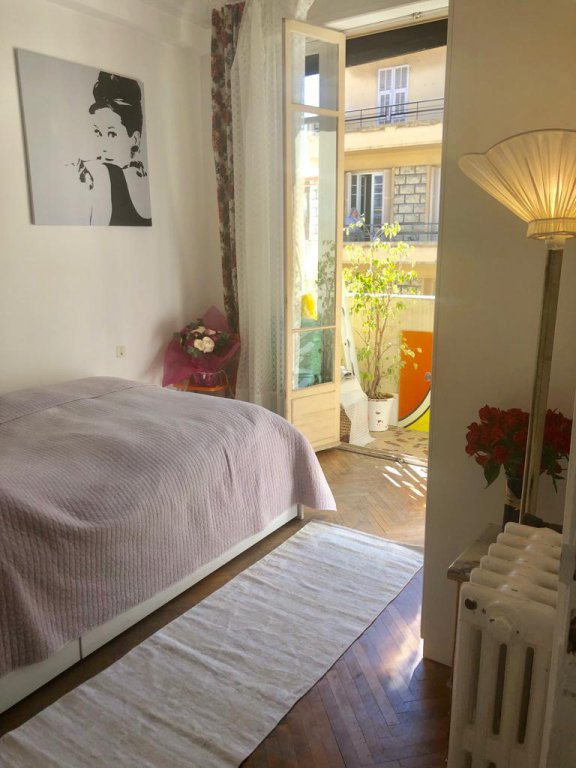 For sale, 2 bedrooms apartment in the area of Musiciens, Nice