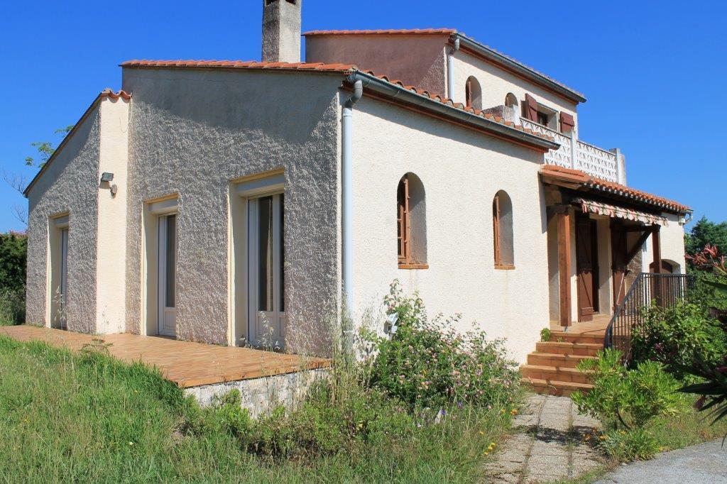 Villa 4 faces sur 817 m² de terrain