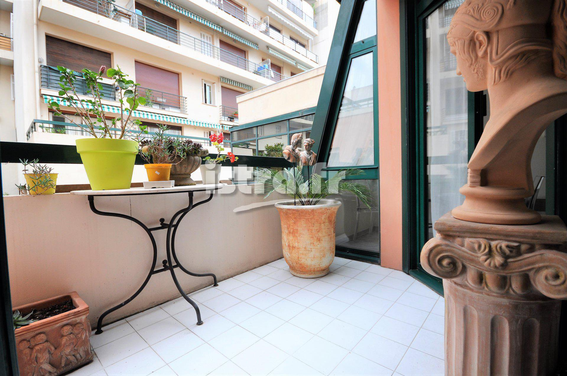 Nice center Fleurs district, for sale 2 bedroom apartment with balcony and carpark