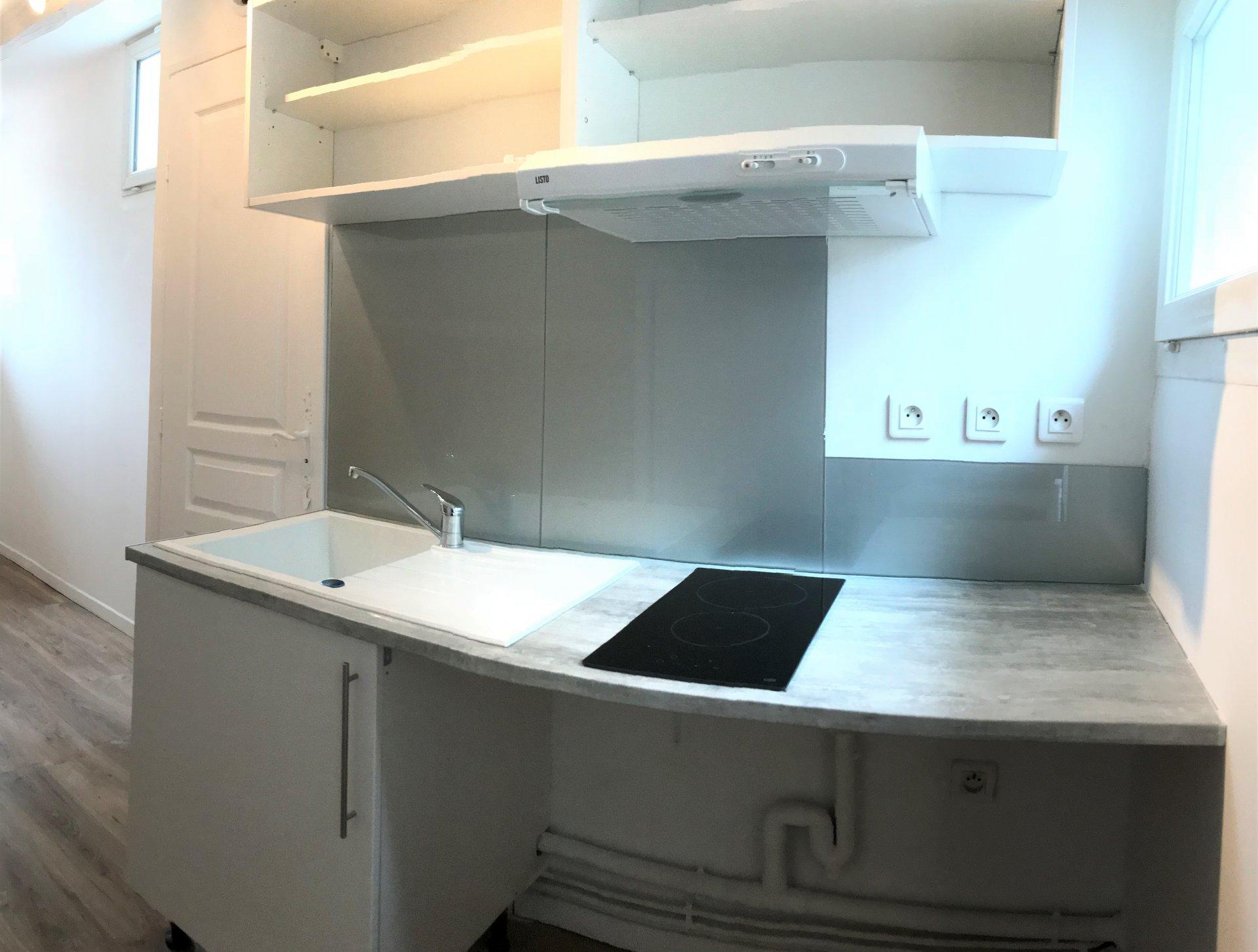 location t1 la ciotat. Black Bedroom Furniture Sets. Home Design Ideas