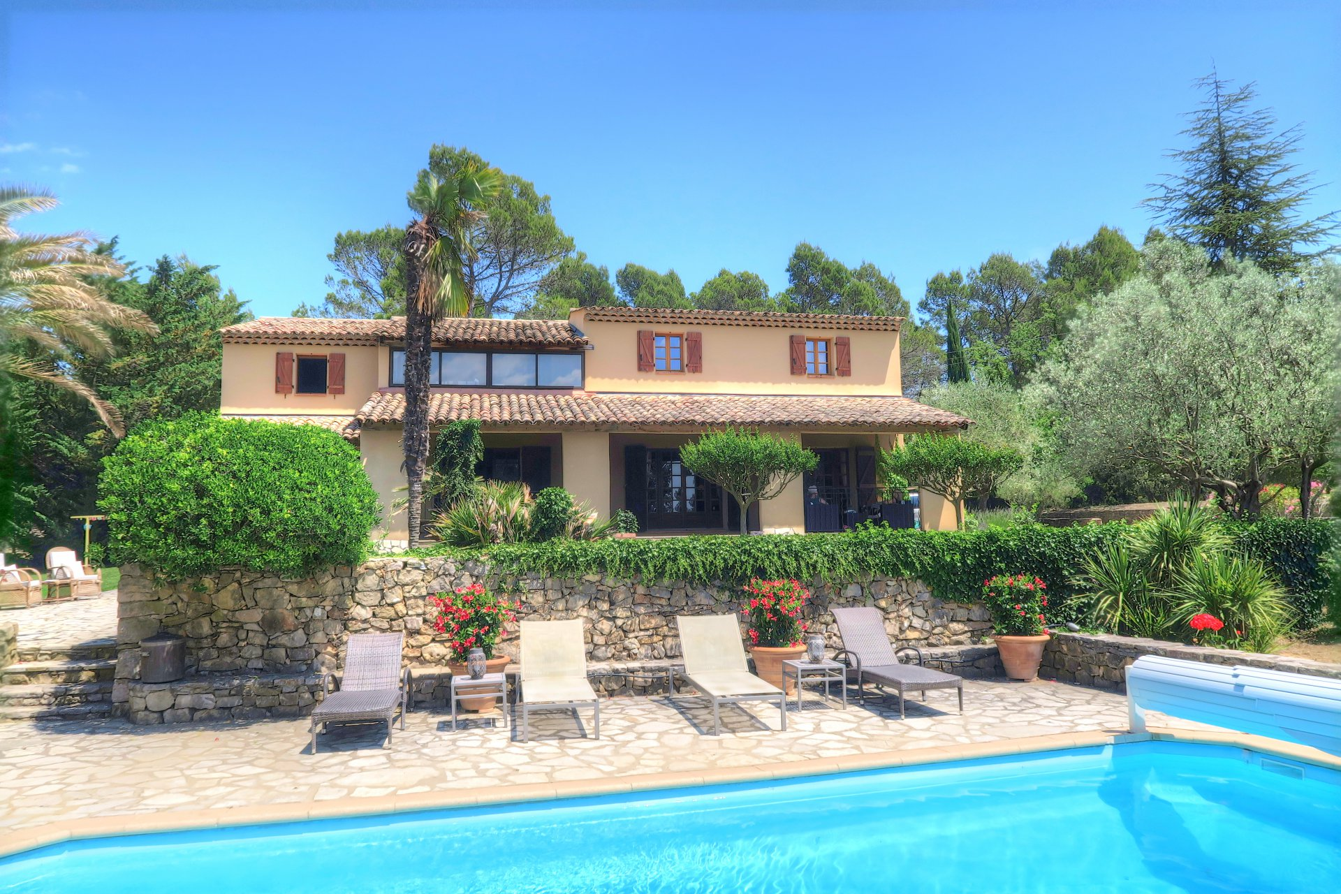 Beautiful large house with guesthouse , pool, poolhouse on 2 hectares oliveyard
