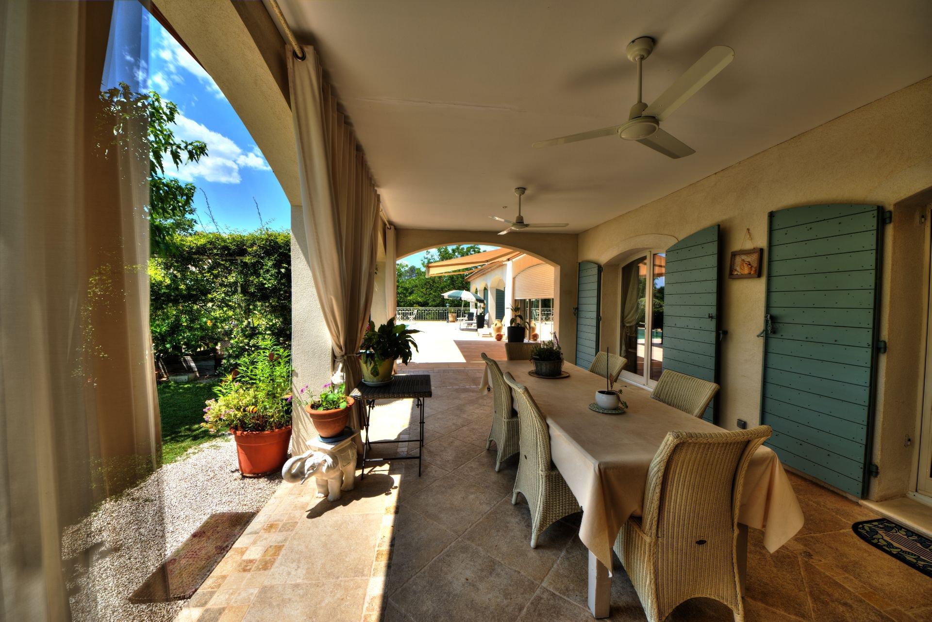 Superbe villa de luxe avec piscine Villecroze