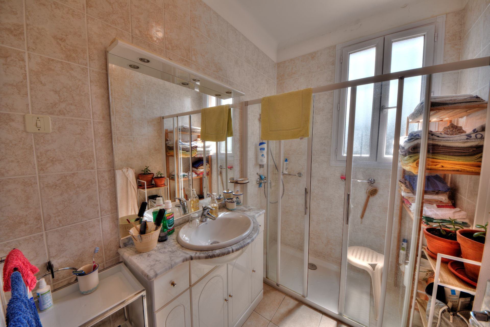 Shower room of the House raised one floor on garden level, plot of 5000 m² divisible, Aups, Provence, Verdon