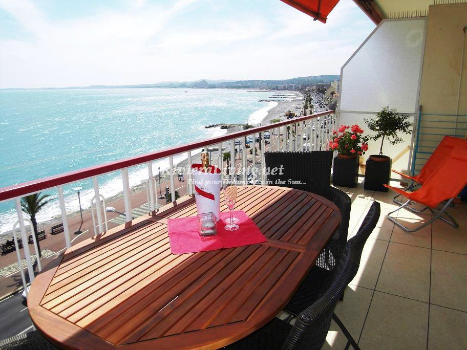 CAGNES-SUR-MER ----- Lovely seafront apartment