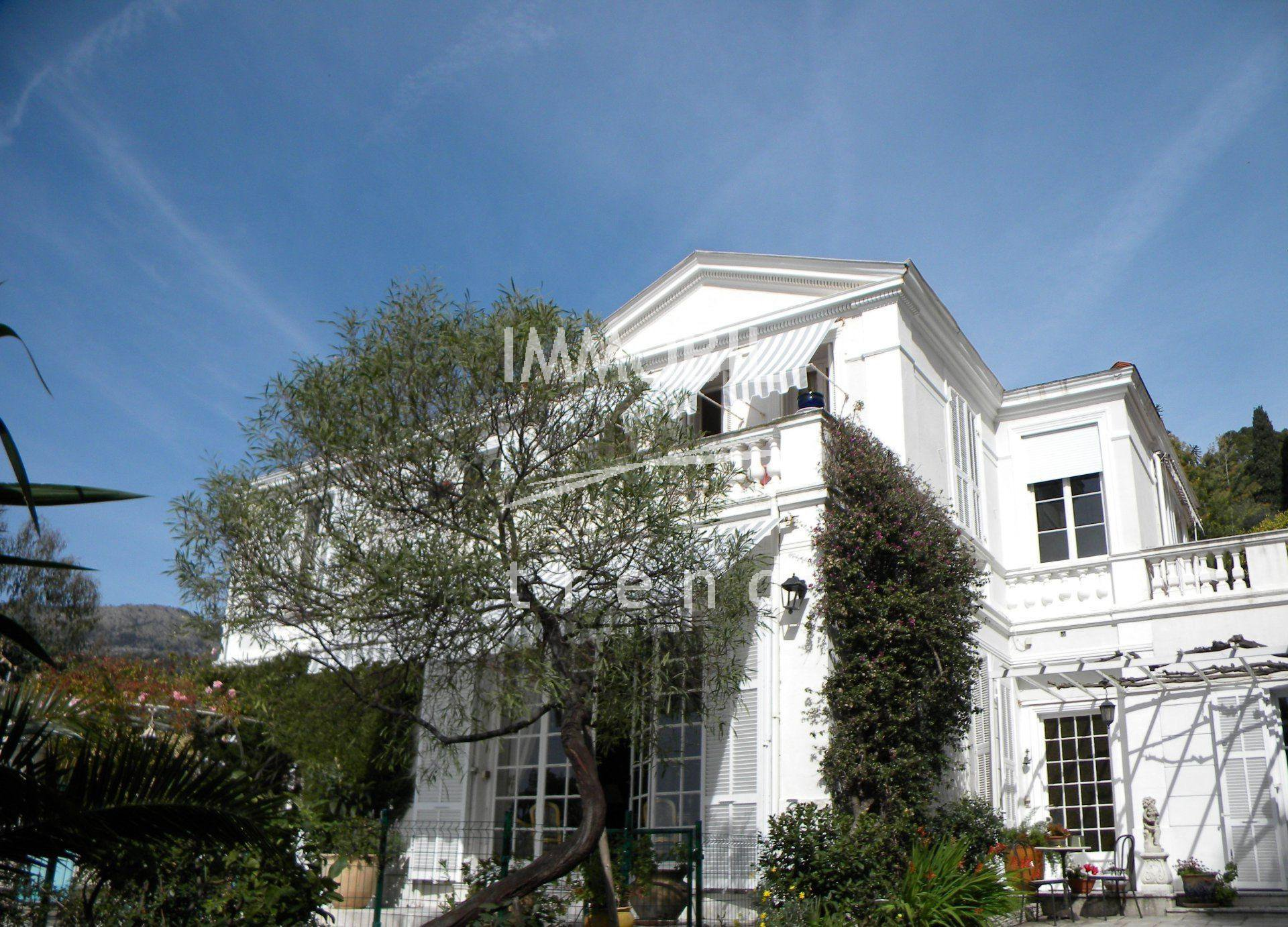 IMMOBILIER MENTON CENTRE VILLA BELLE EPOQUE  + DE 10 PIECES JARDIN PISCINE 4 PARKINGS VUE MER