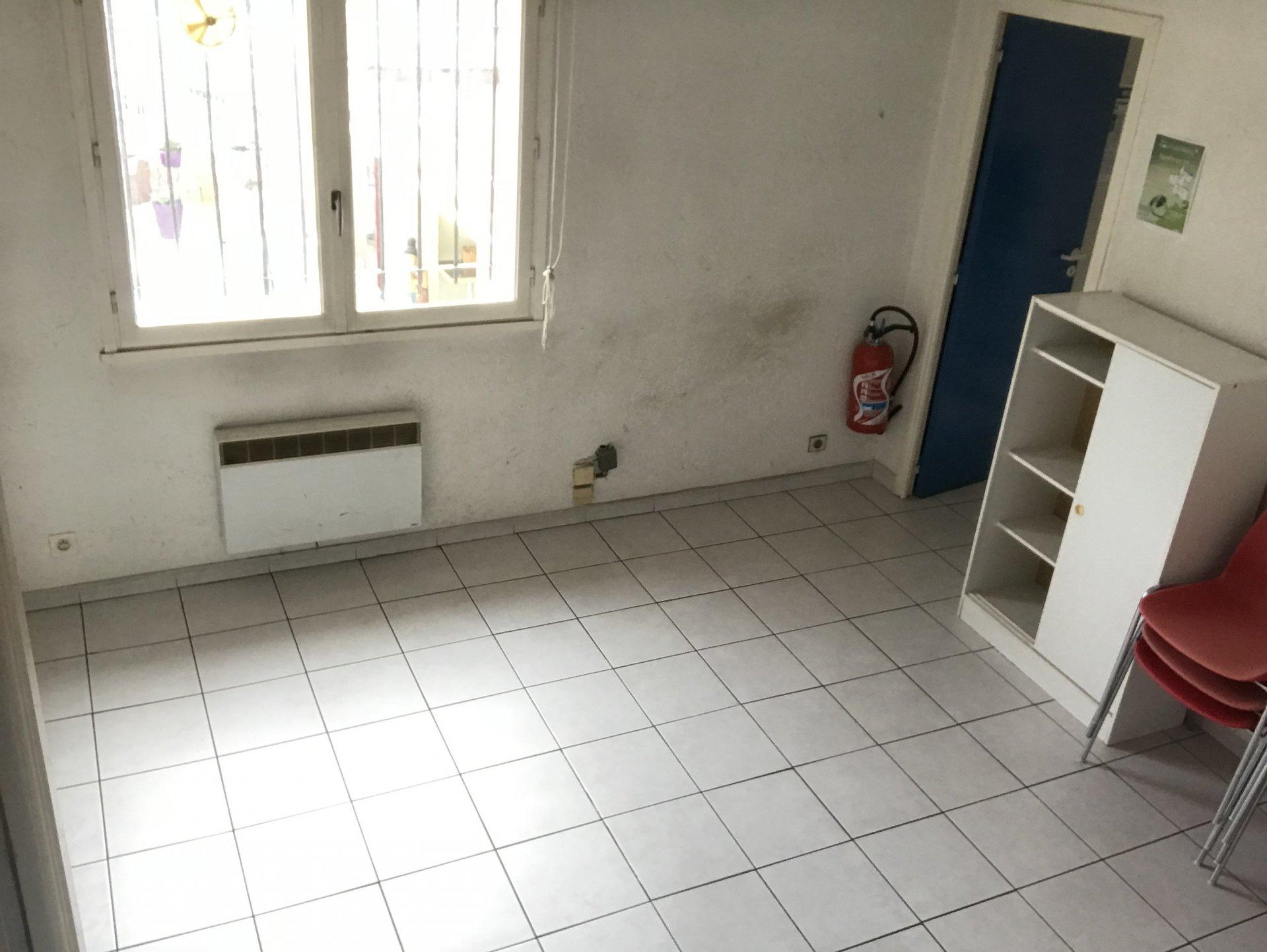 ROQUEFORT LES PINS - LOCAL - CENTRE VILLE