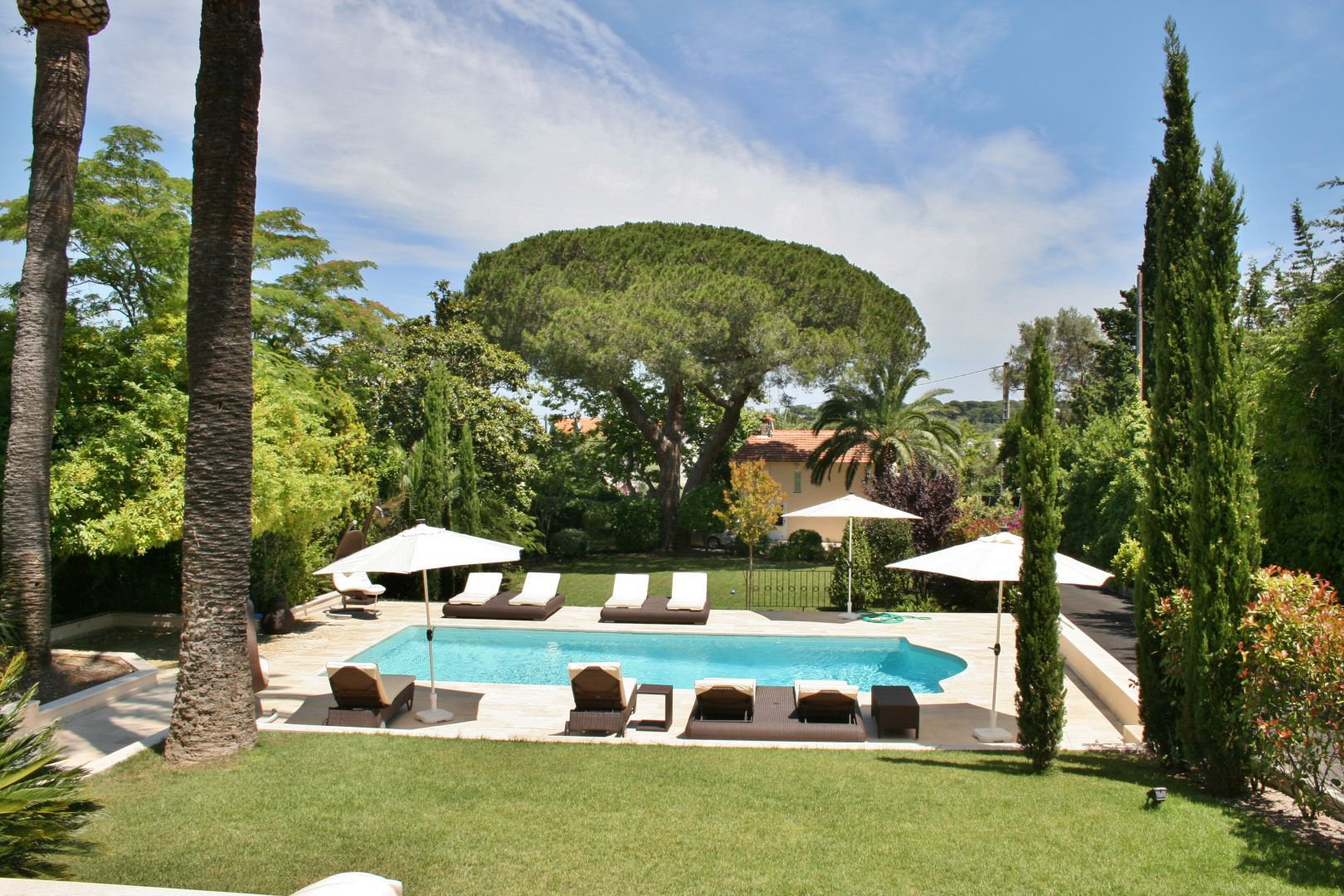 CAP D'ANTIBES LARGE PROPERTY FOR HOLIDAYS