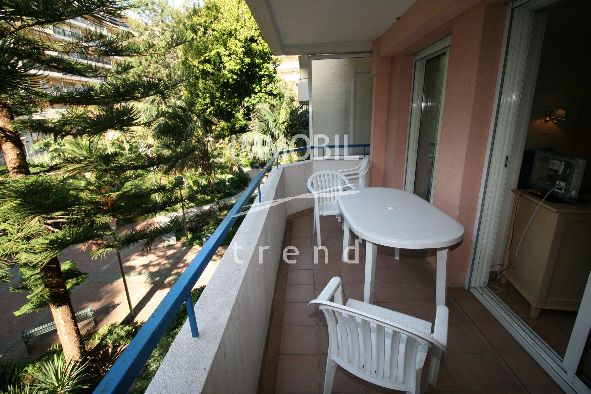 Real Estate Menton - One bedroom apartment with terrace for sale in the town centre.