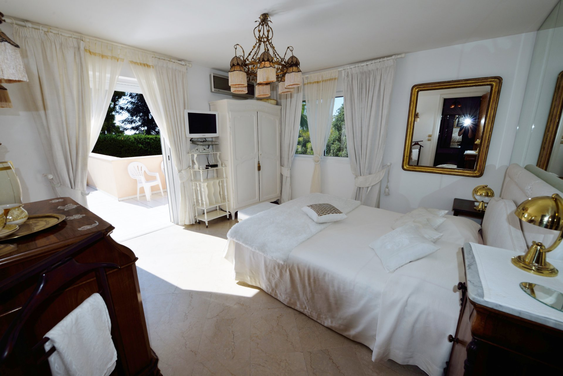 ANTIBES VILLA 5***** FOR 10 TO 20 PEOPLE