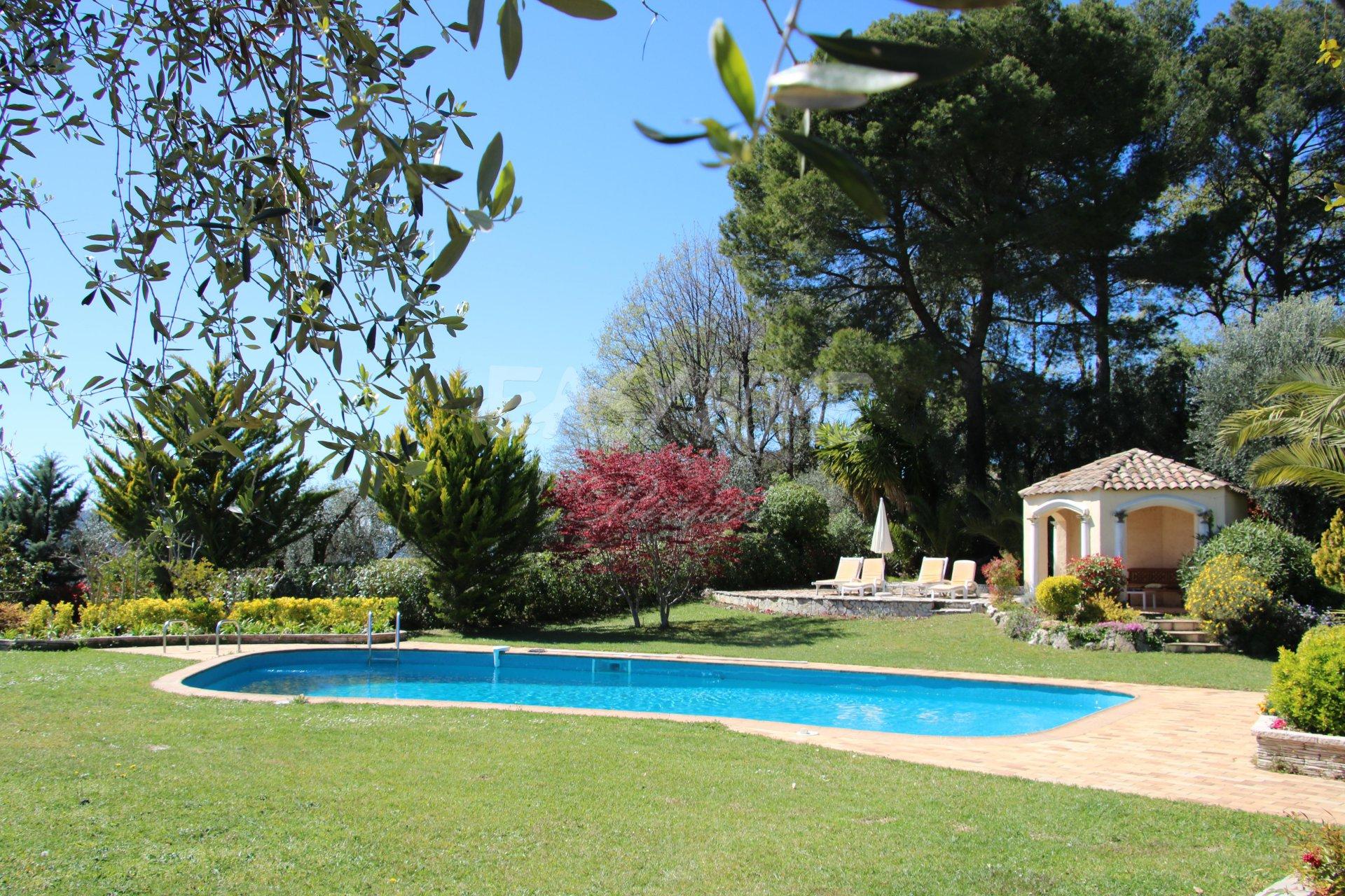 A VENDRE  villa MOUGINS - VUE MER ET VILLAGE