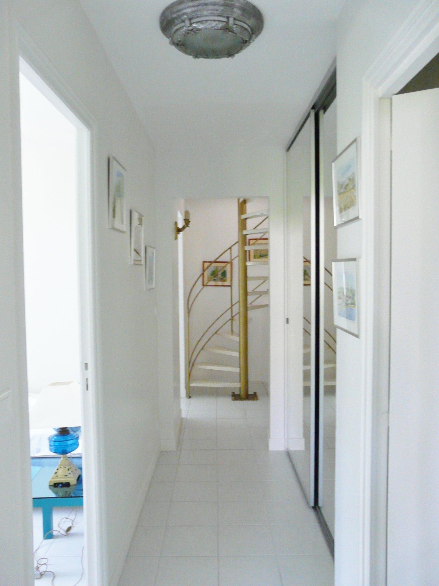 Hallway garden floor