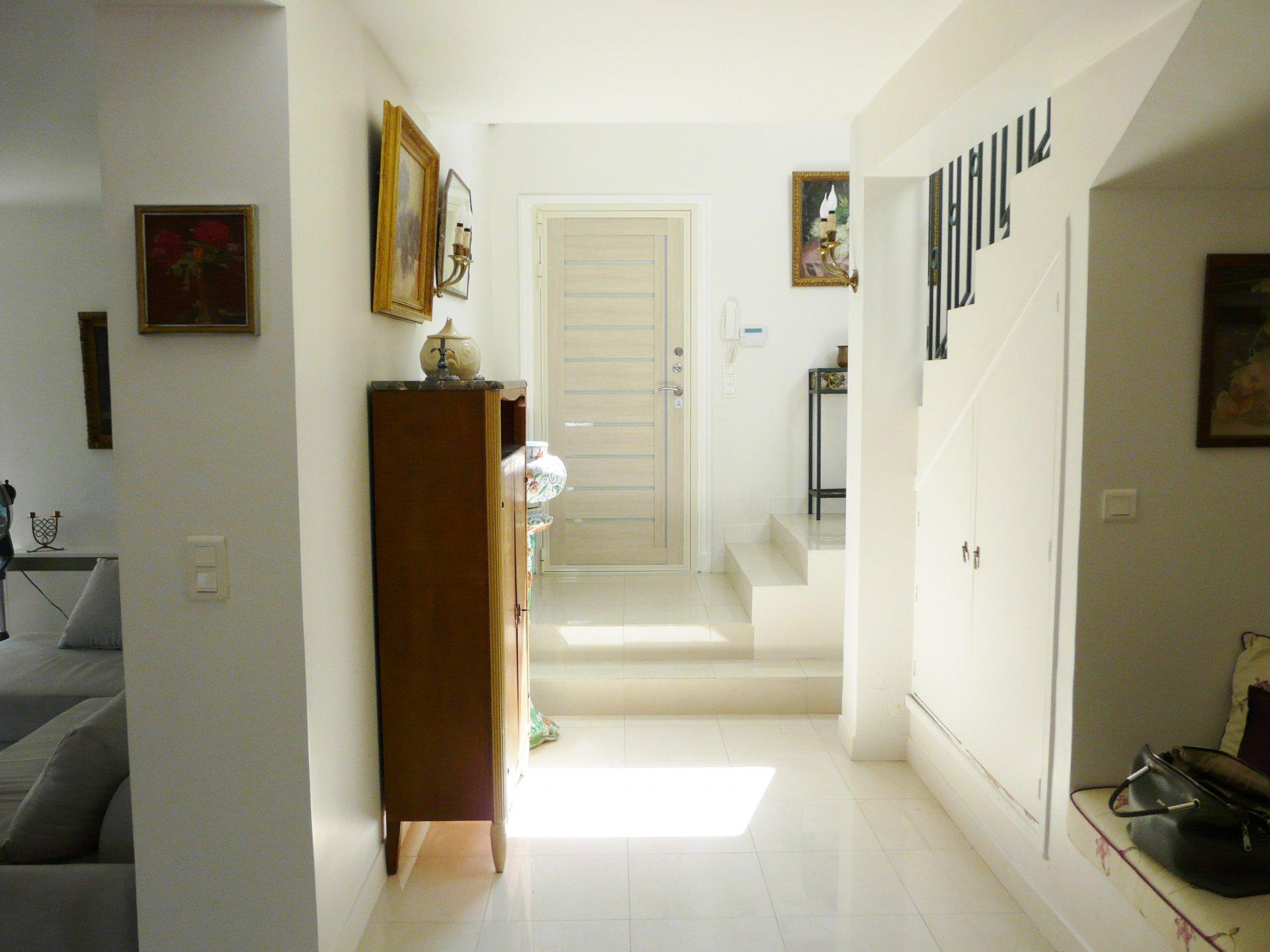 Hallway, tile