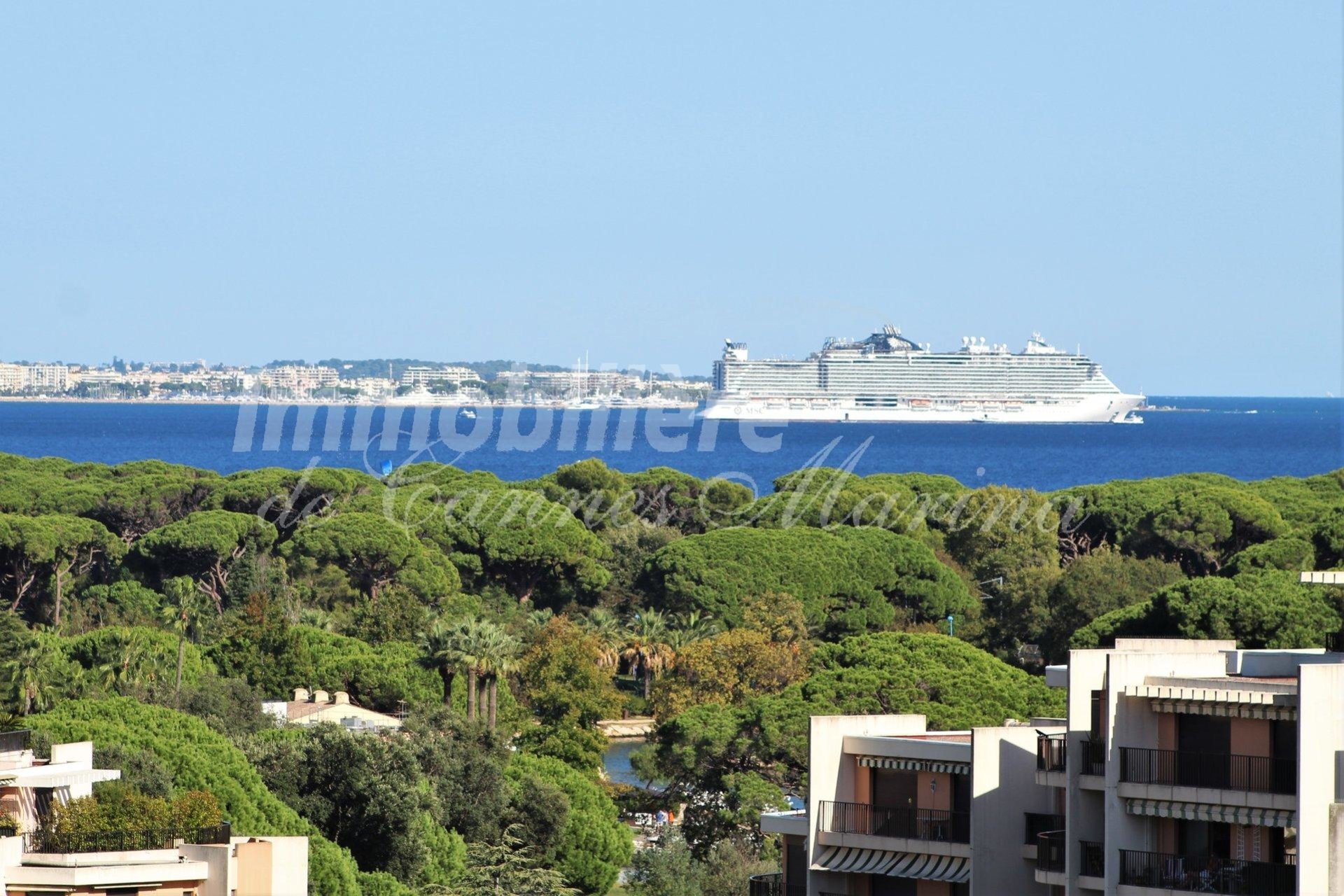 Amazing view of sea and port - 3 bedroom apartment