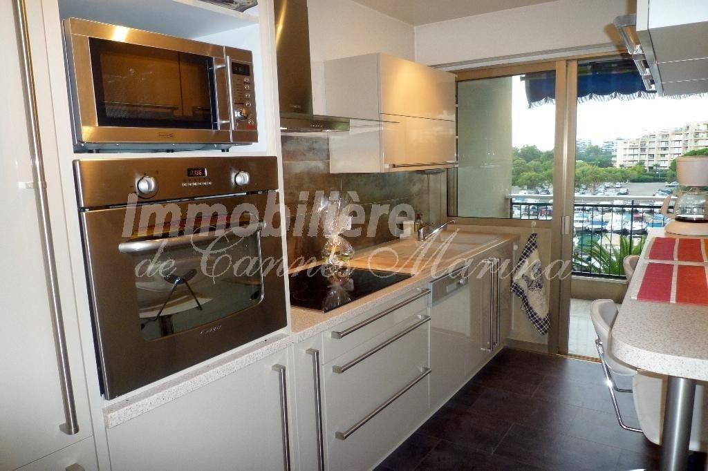 ApartmentSecond floor, view on the Marina, positioned south, in excellent conditions, new equiped independant ...