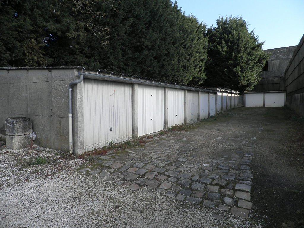 Parking / box Villers Cotterets