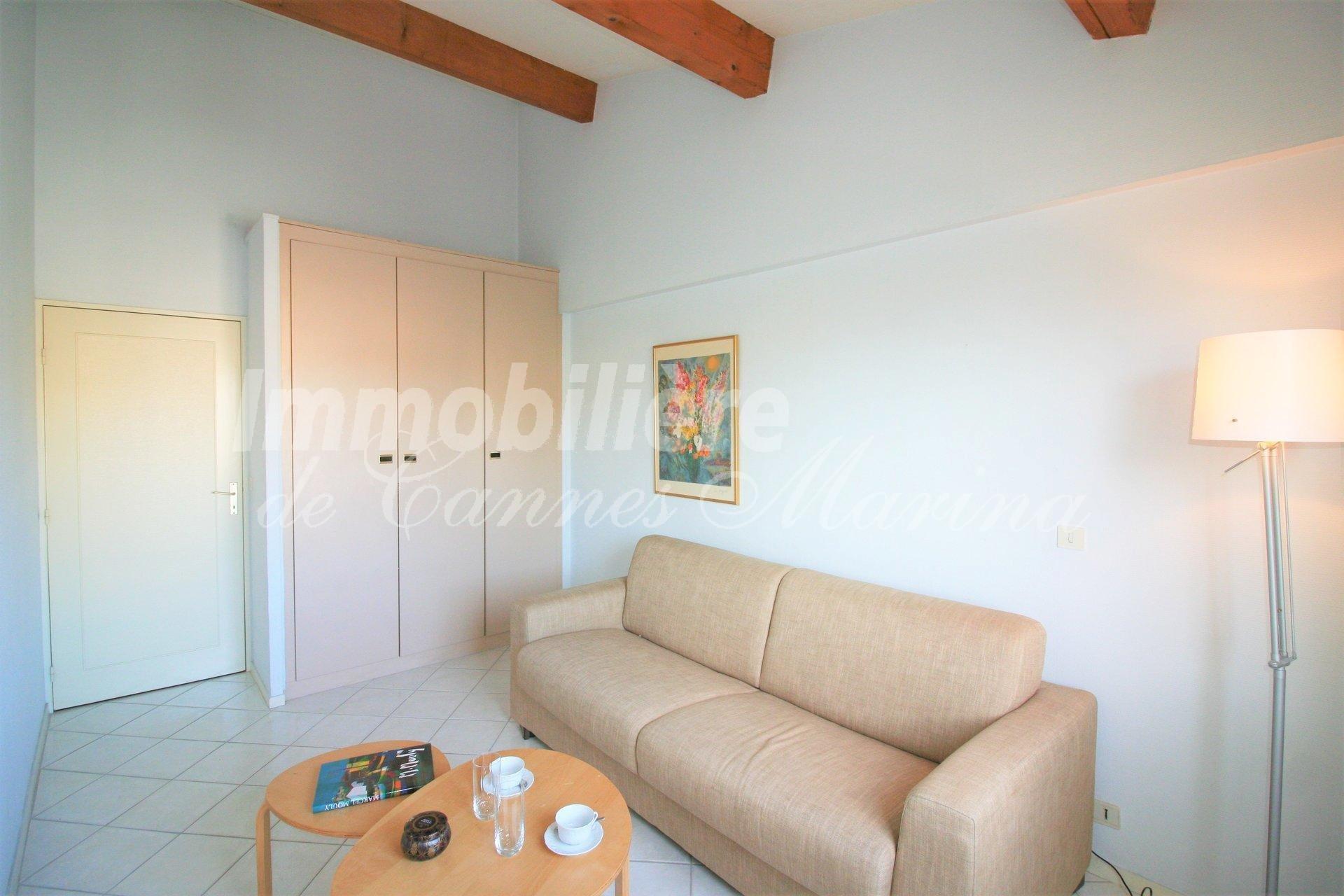 GRAND appartement 3/4 pièces  avec une terrasse profonde et vue sur la marina