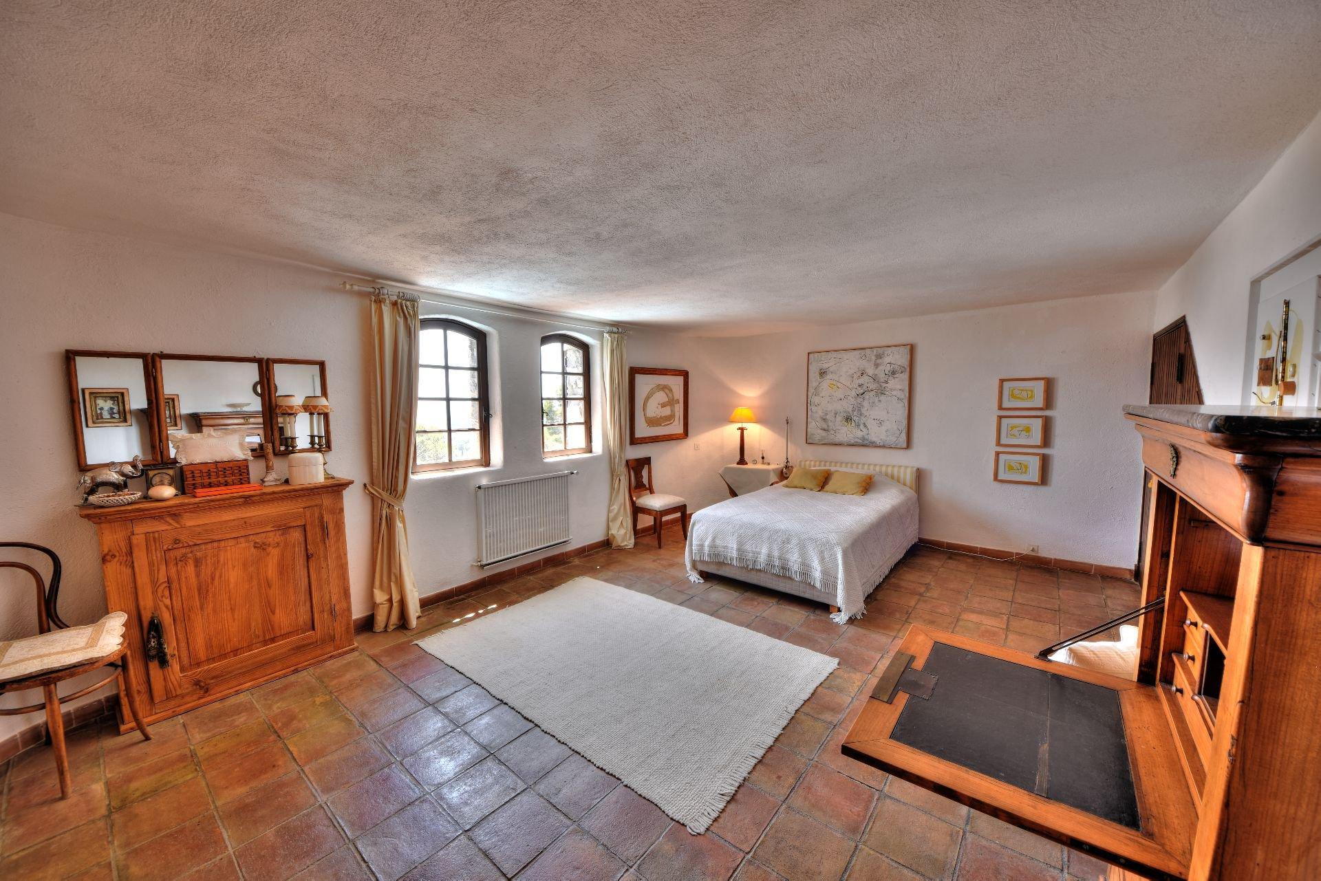 Chambre, lumière naturelle, carrelage
