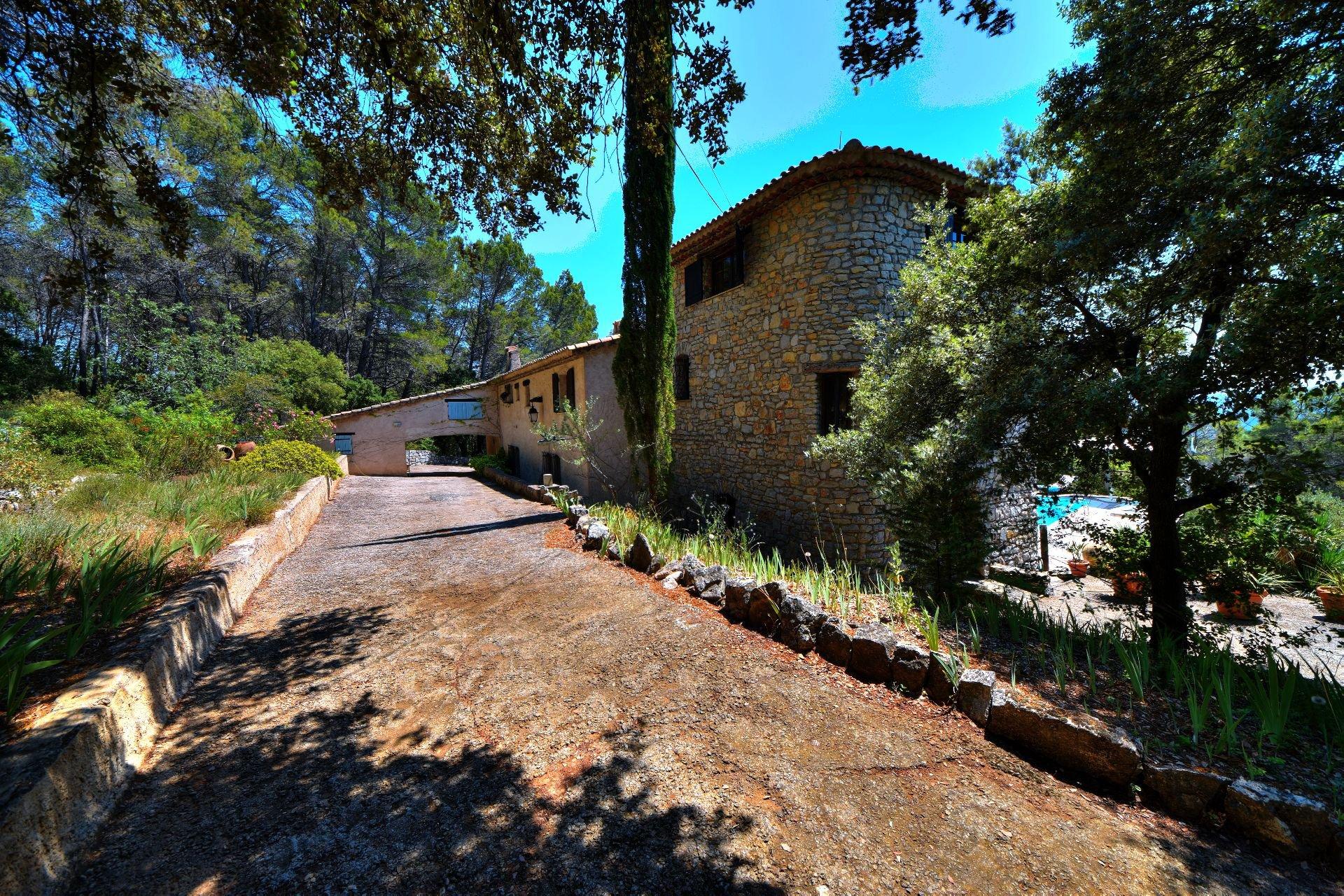 Propriété dans environnement calme Provence