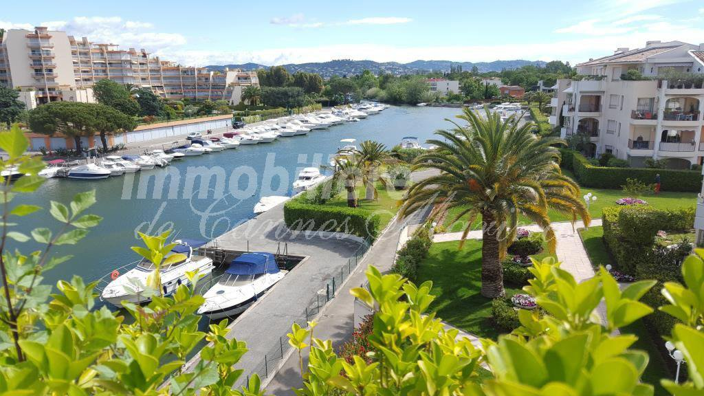 Unique!Magnificent penthouse apartment in a luxurious residence on the island of Cannes Marina.Residence ...