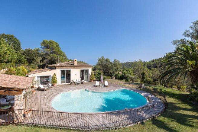 5 bedroomed Villa with 2.6 hectares of land for sale Valbonne