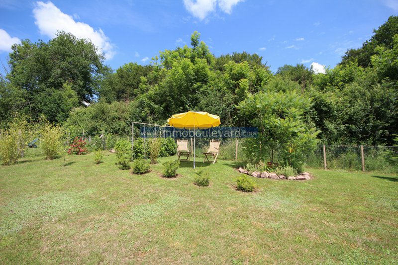 Exclusive: Characterisic house with large garden, good state of maintenance.