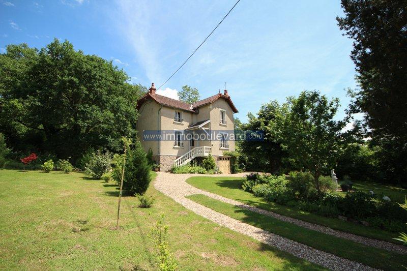 Maison de caractère avec grand jardin à vendre à Barnay en Bourgogne