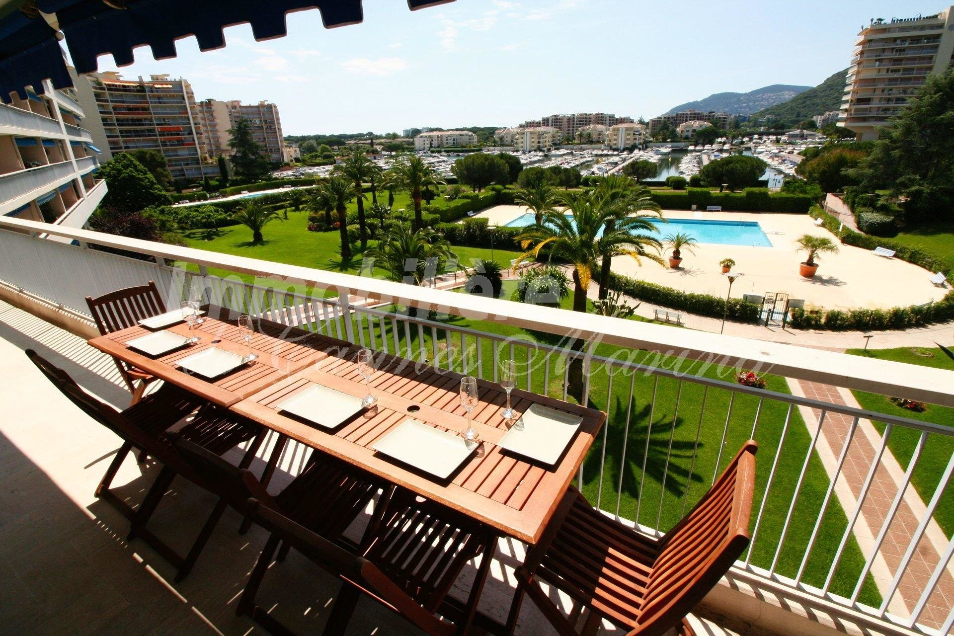 SOUTH FACING - 2 BEDROOM APT - PANORAMIC VIEWS OVER THE MARINA AND PARC