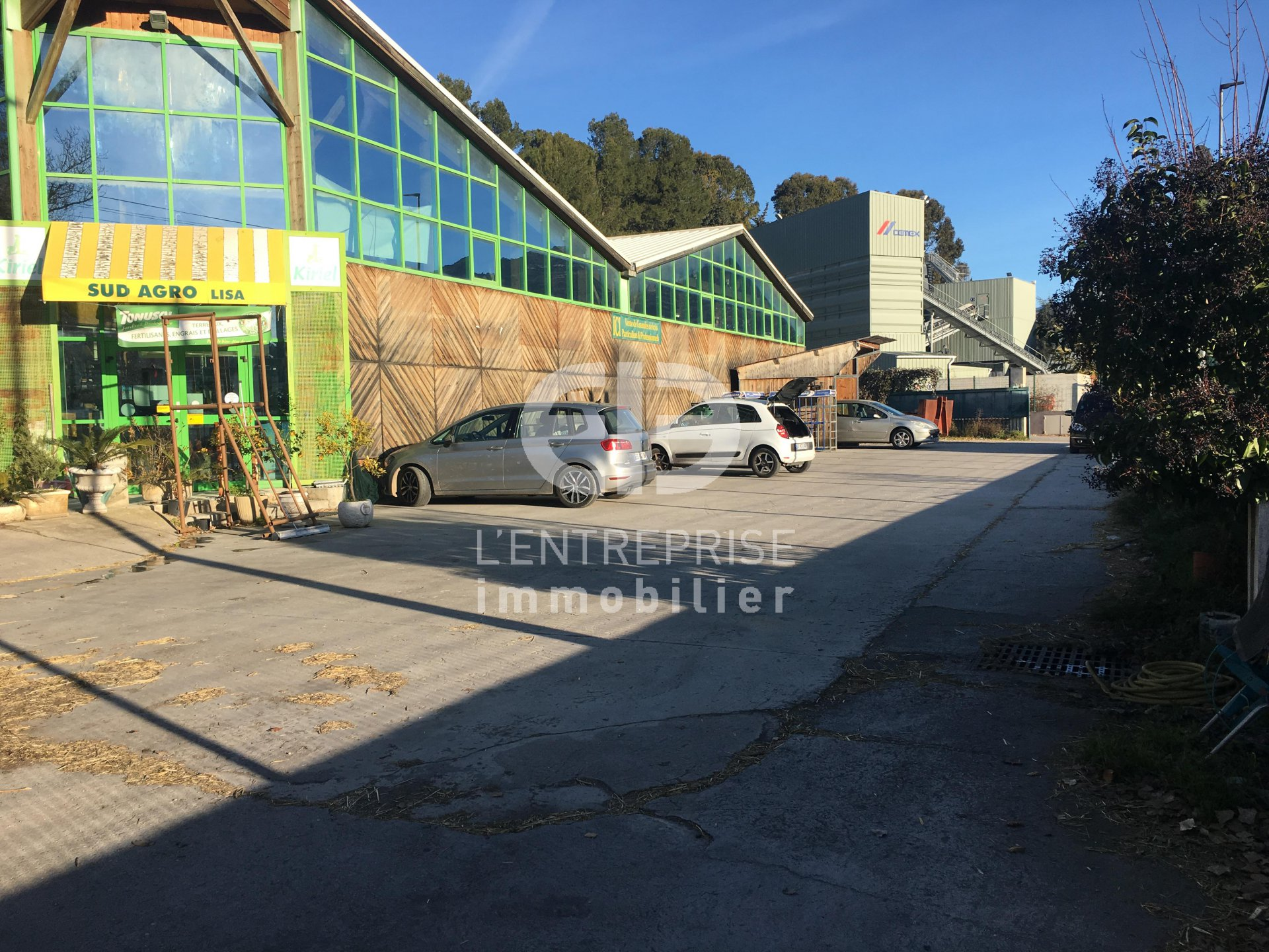 Local commercial / Entrepôt 1000m² CARROS Z.A