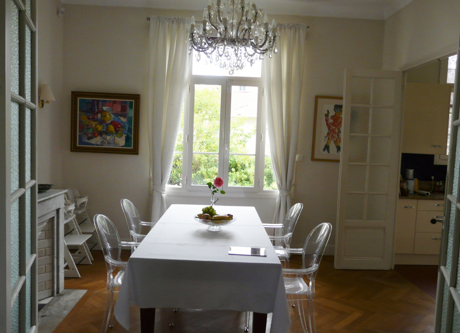 Dining room, chandelier, natural light, bay-window, wood floors