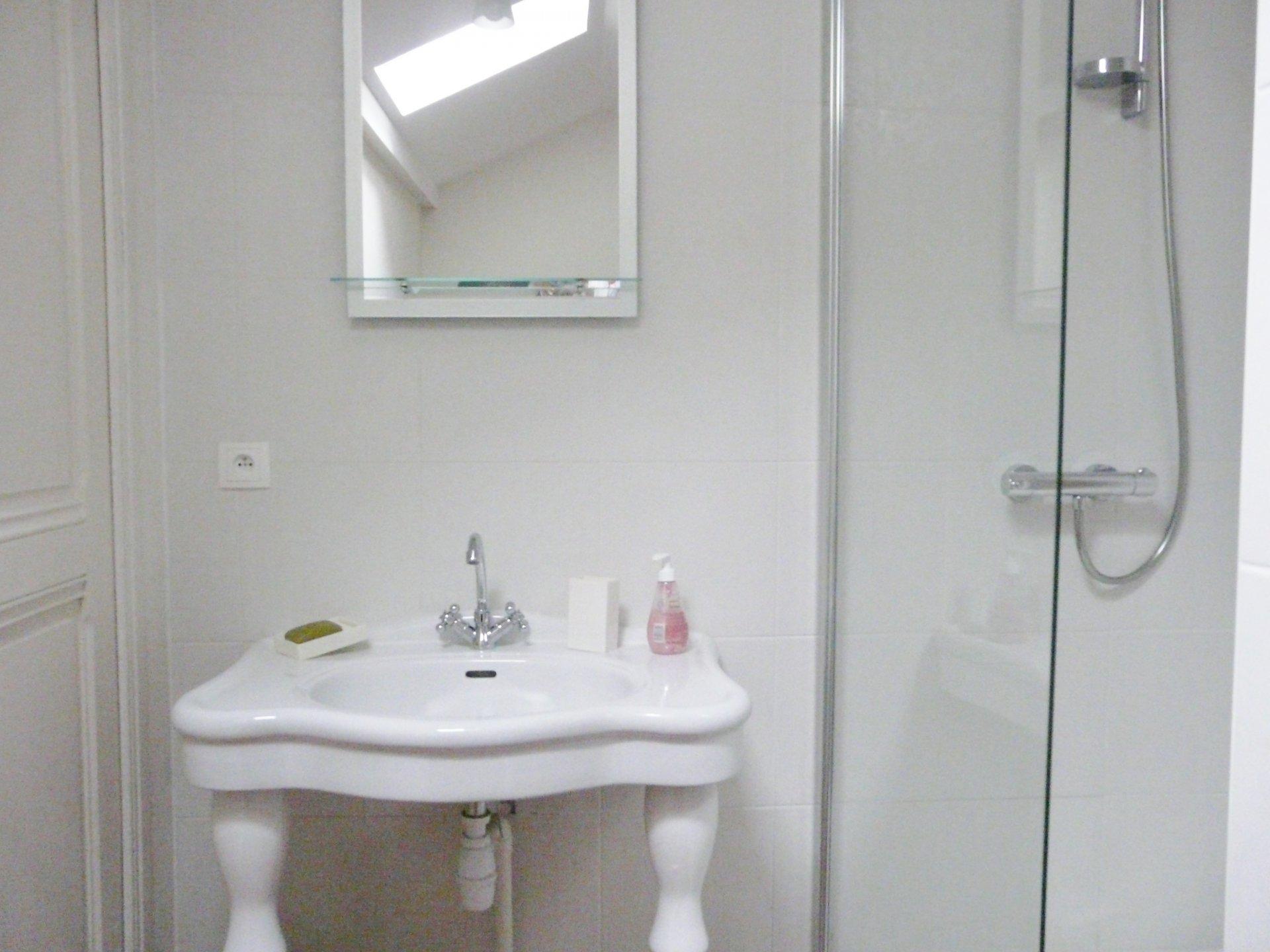 Shower room into bedroom 2