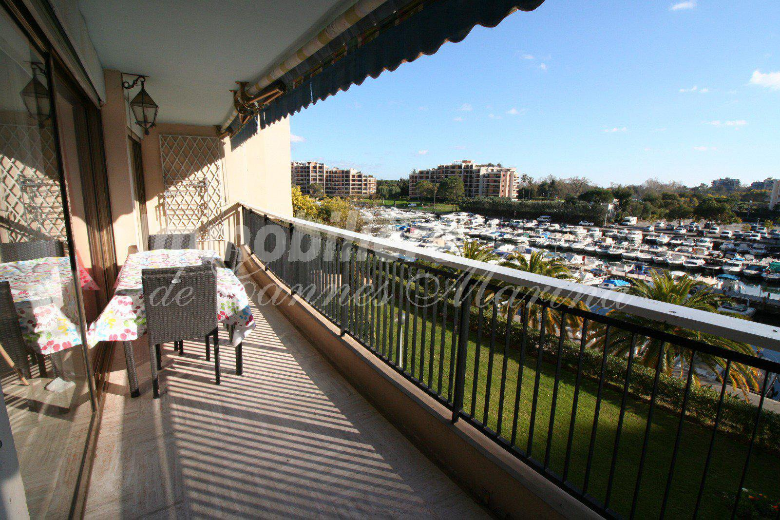 Lovely apartment 2 rooms with a large south facing terrace
