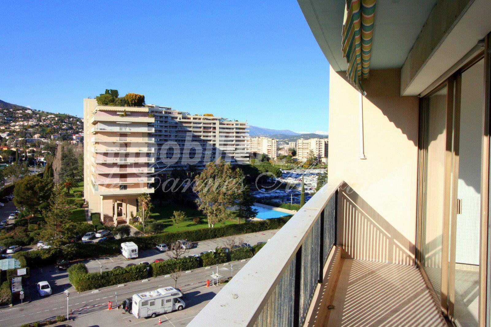 Bright studio with parking in Cannes Marina
