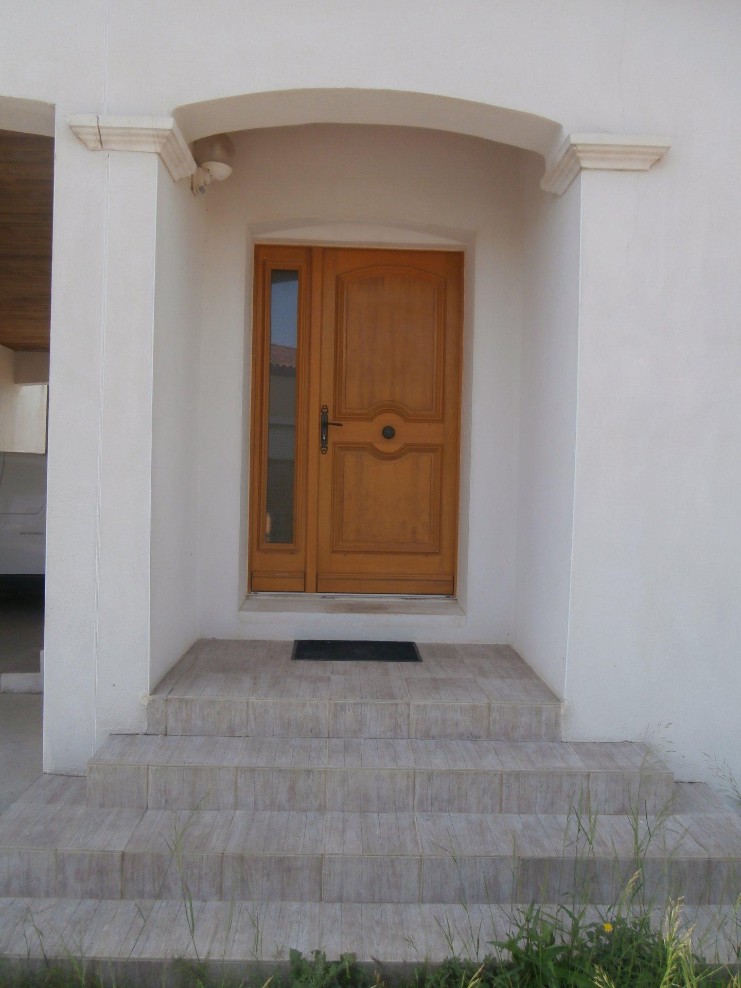 Villa plain pied de 2010 - 3 chambres sur 1000m² terrain