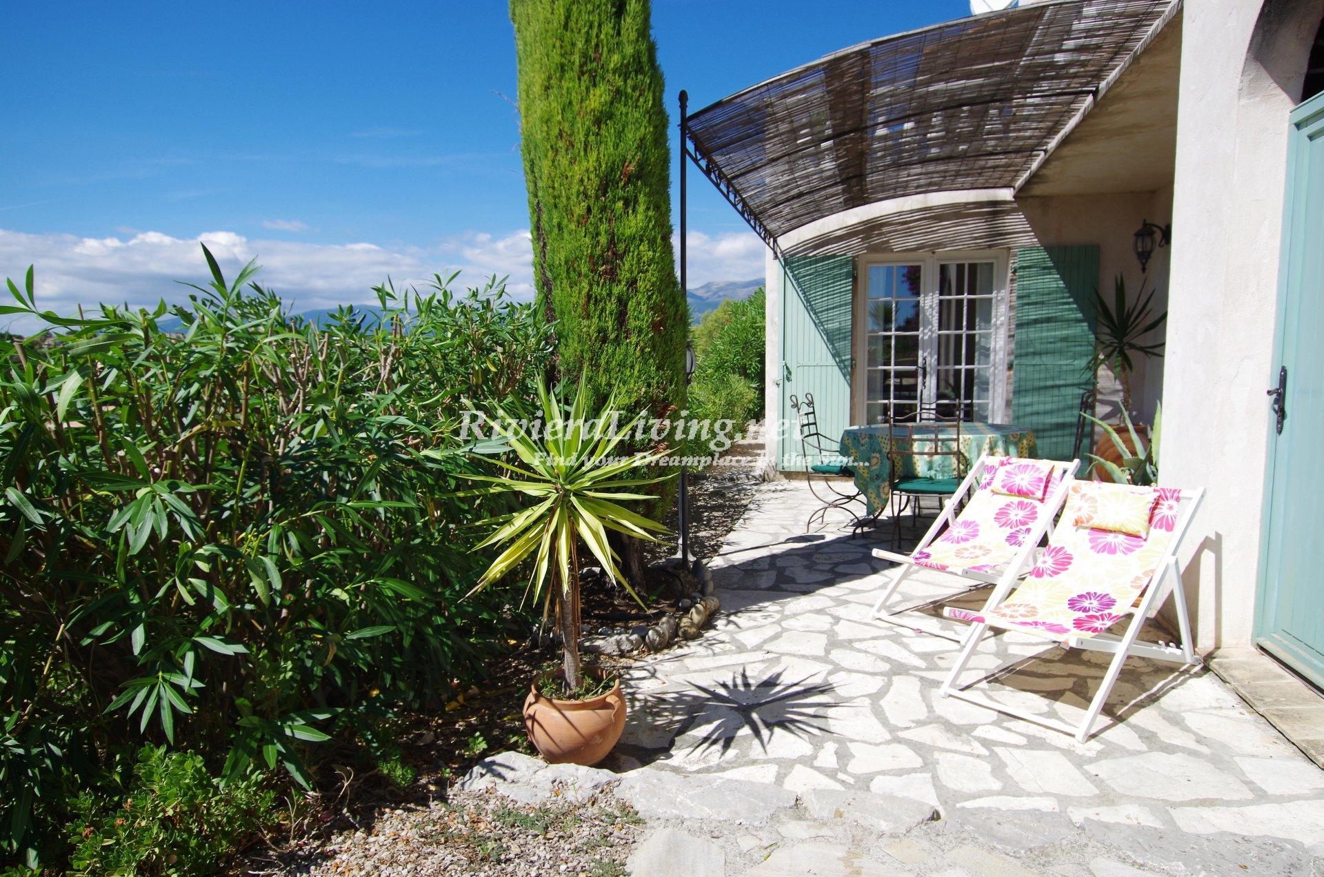 CAGNES SUR MER --- Superbe villa provençale avec piscine et vue mer